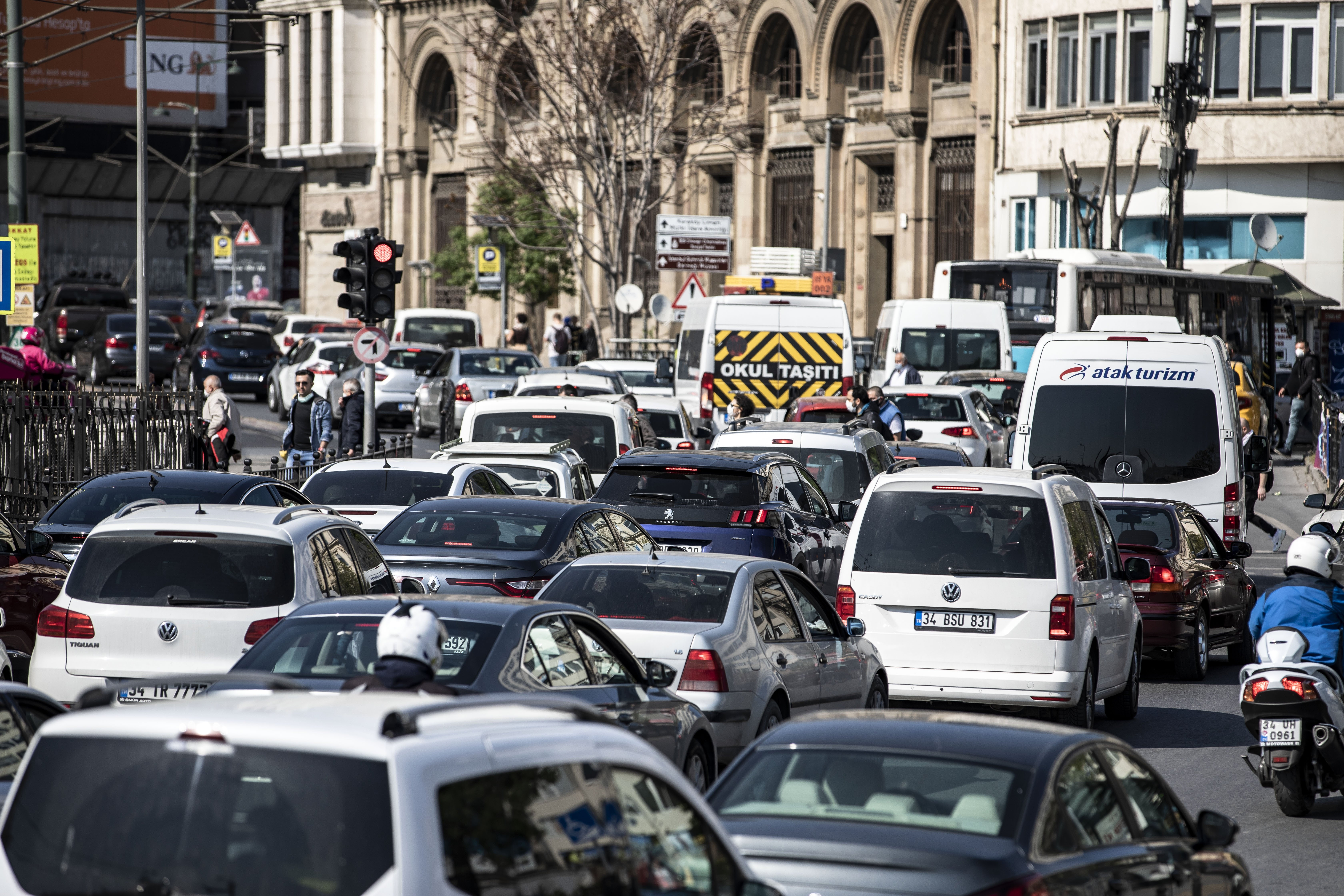 Vehicles are seen sitting in traffic in Istanbul, Turkey, April 27, 2020. (Getty Images)
