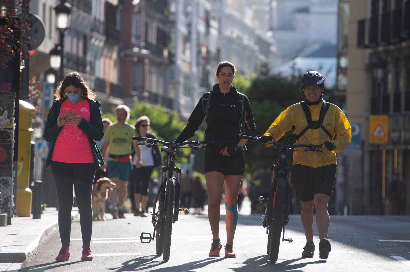 People walk in Madrid during the hours allowed by the government to exercise, amid the national lockdown to prevent the spread of the COVID-19. Madrid, Spain. May 10, 2020 (AFP Photo)