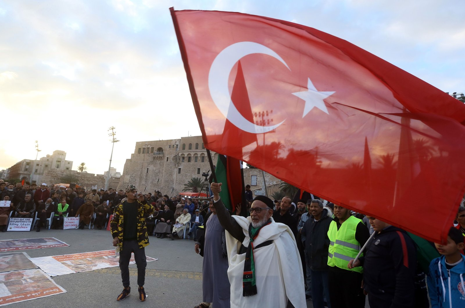 Demonstrators wave a large Turkish flag in a rally against eastern Libyan strongman Khalifa Haftar and in support of the U.N.-recognised Government of National Accord (GNA) in Martyrs' Square in the GNA-held capital Tripoli, Jan. 10, 2020. (AFP Photo)
