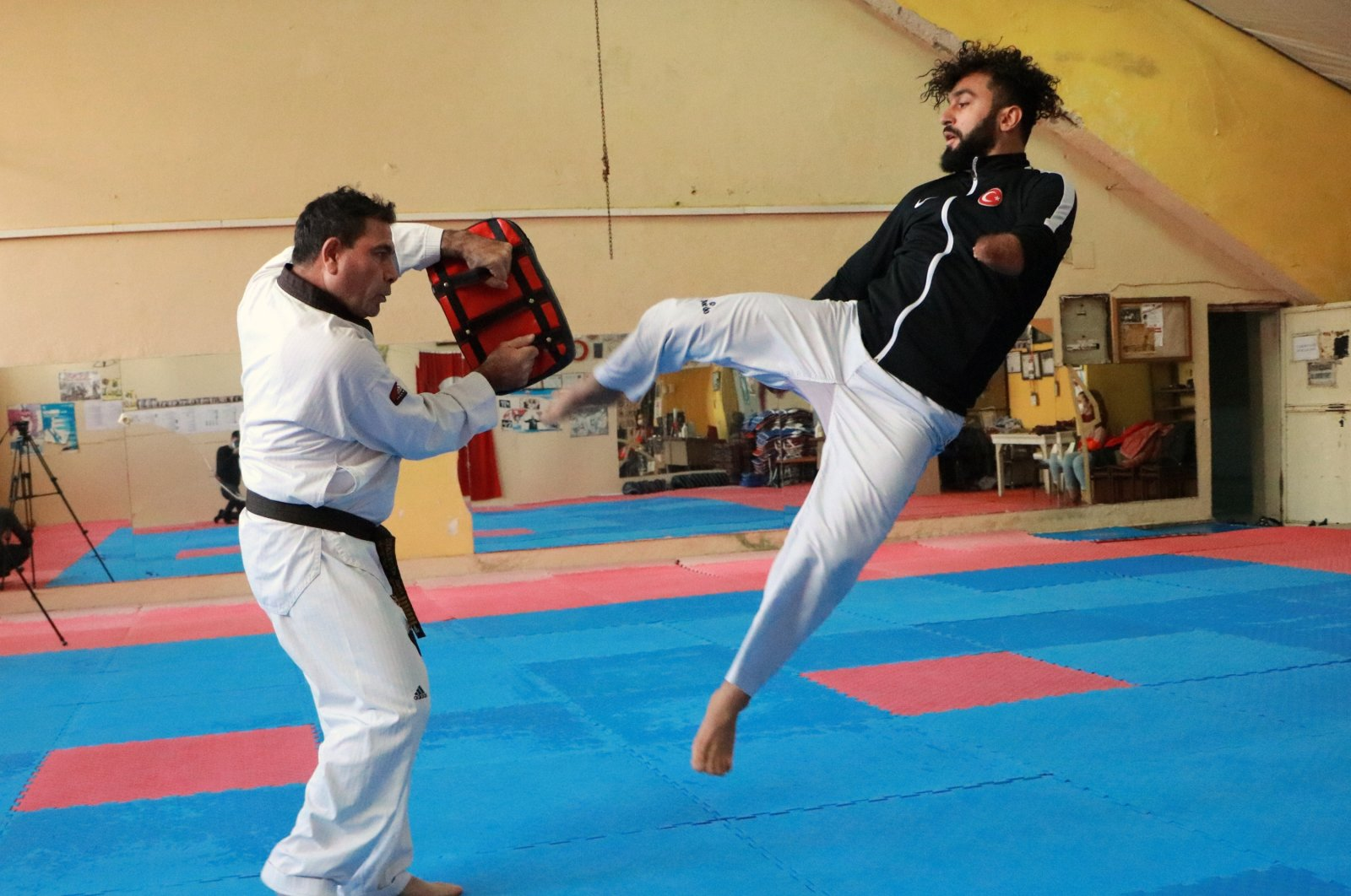 Fatih Çelik practices during a training session, in Adana, southern Turkey, Dec. 3, 2020. (DHA Photo)