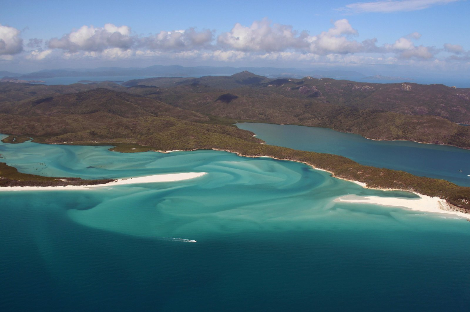 An aerial view of the Great Barrier Reef off the coast of the Whitsunday Islands, along the central coast of Queensland, Australia, Nov. 20, 2014. (AFP Photo)