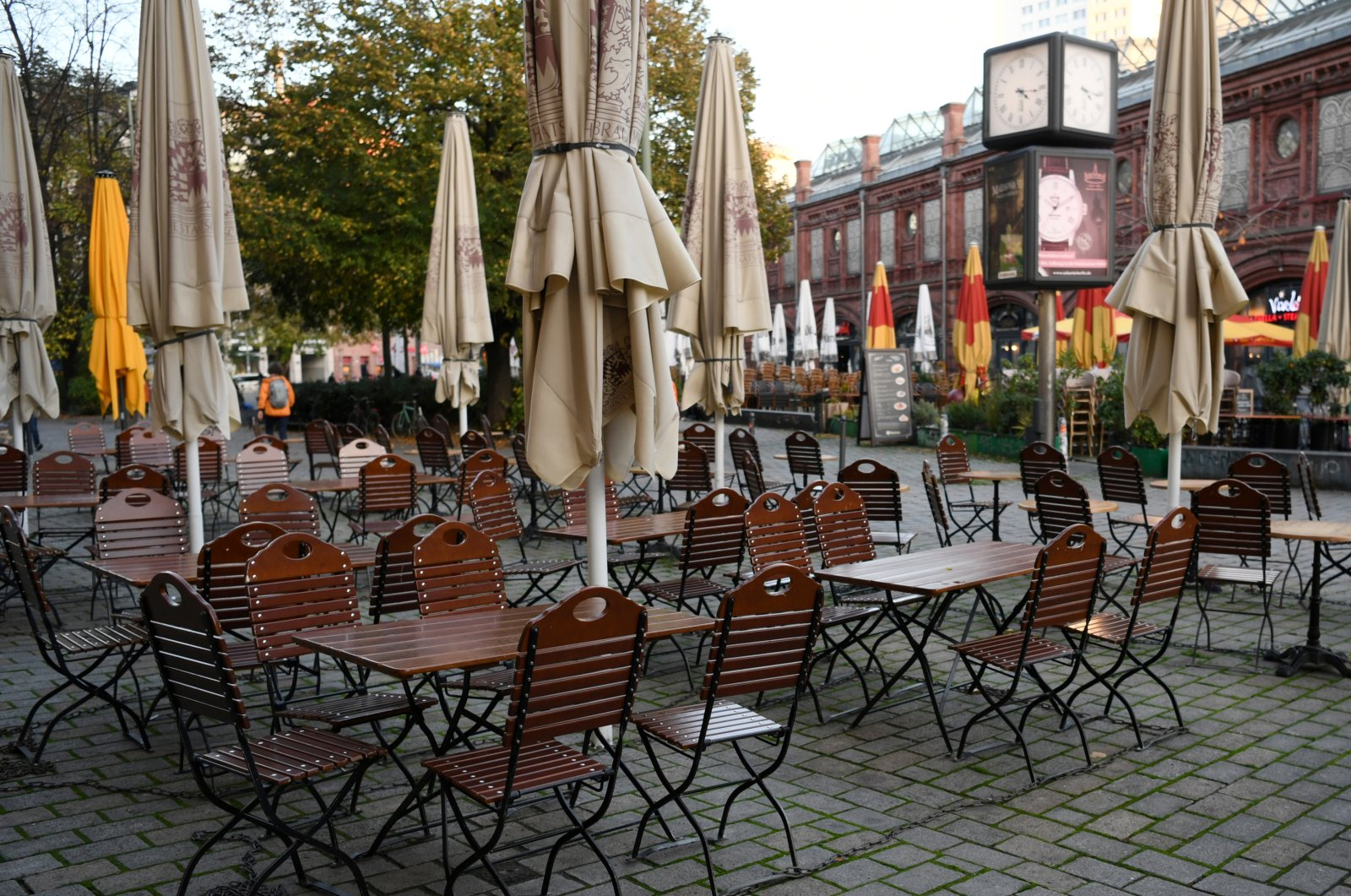 Empty chairs and tables are pictured on the first day of the temporary closing of restaurants, as the spread of COVID-19 continues in Berlin, Germany, Nov. 2, 2020. (Reuters Photo)