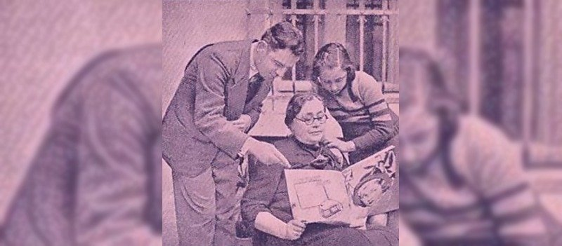 Güzide Sabri (C) examines a newspaper.