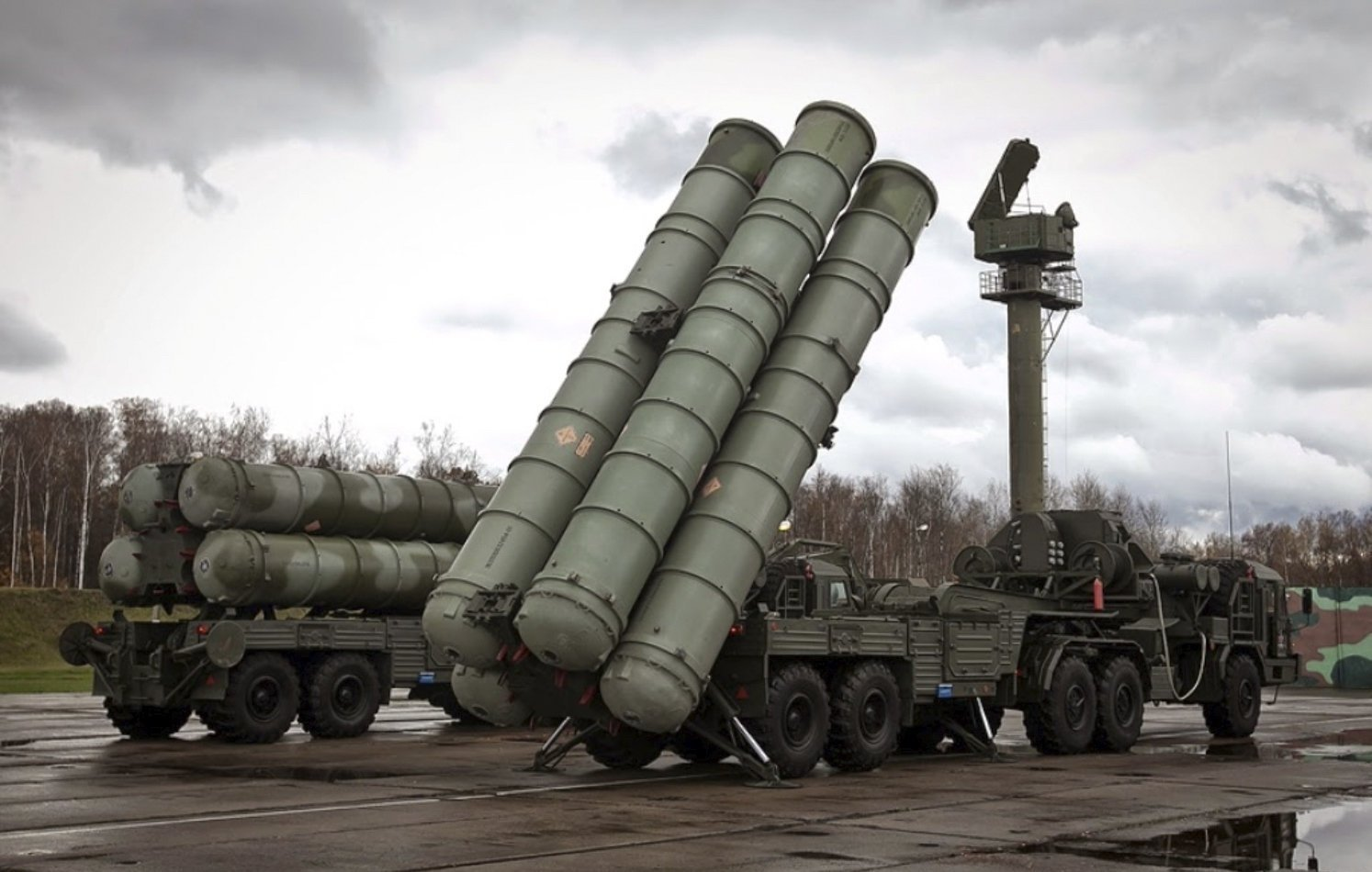 A general view of an S-400 missile system.