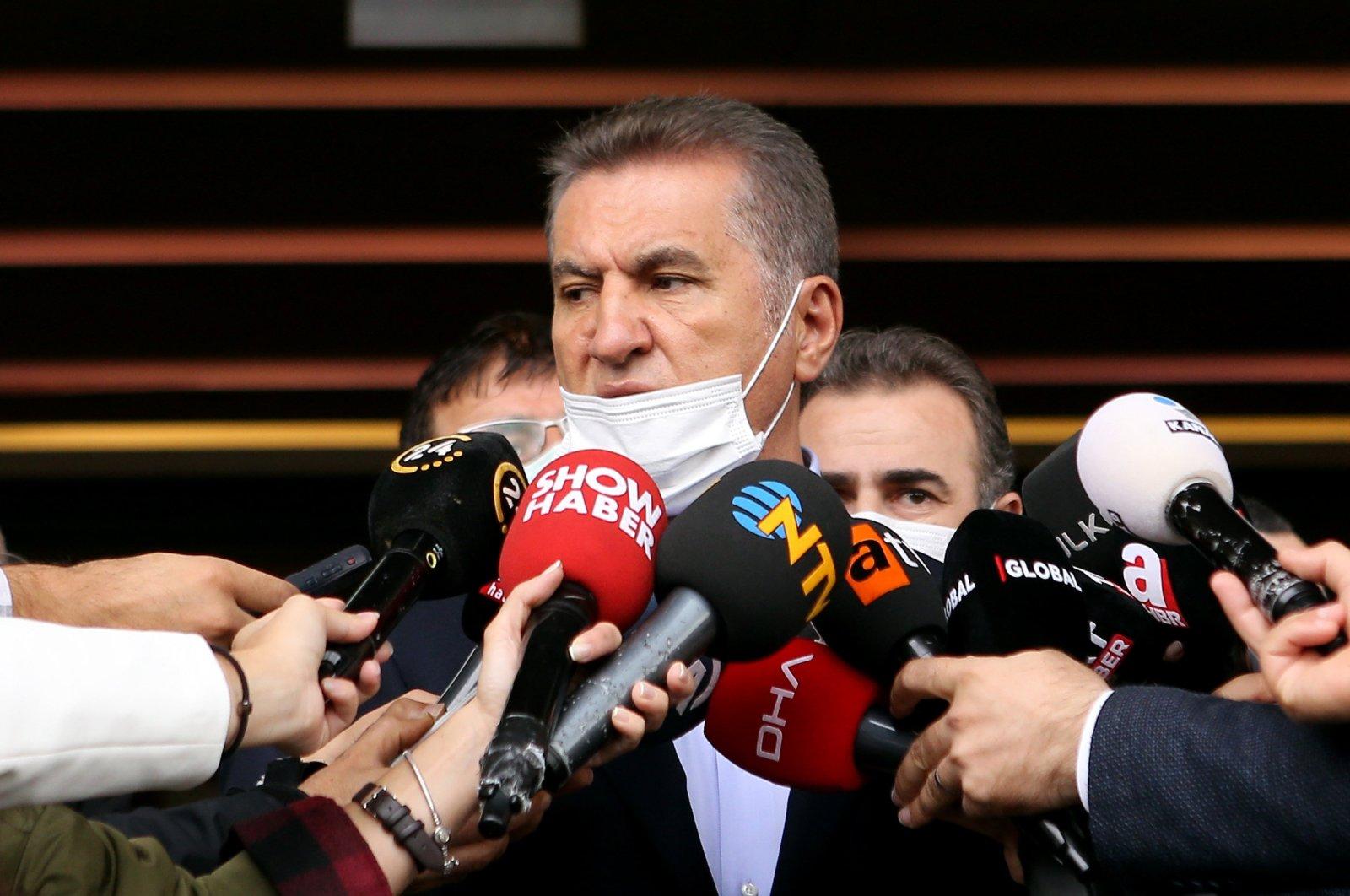 Former Şişli district Mayor Mustafa Sarıgül speaks to reporters at a hospital in Istanbul after visiting the family of late Prime Minister Mesut Yılmaz, Nov. 6, 2020. (Sabah File Photo)