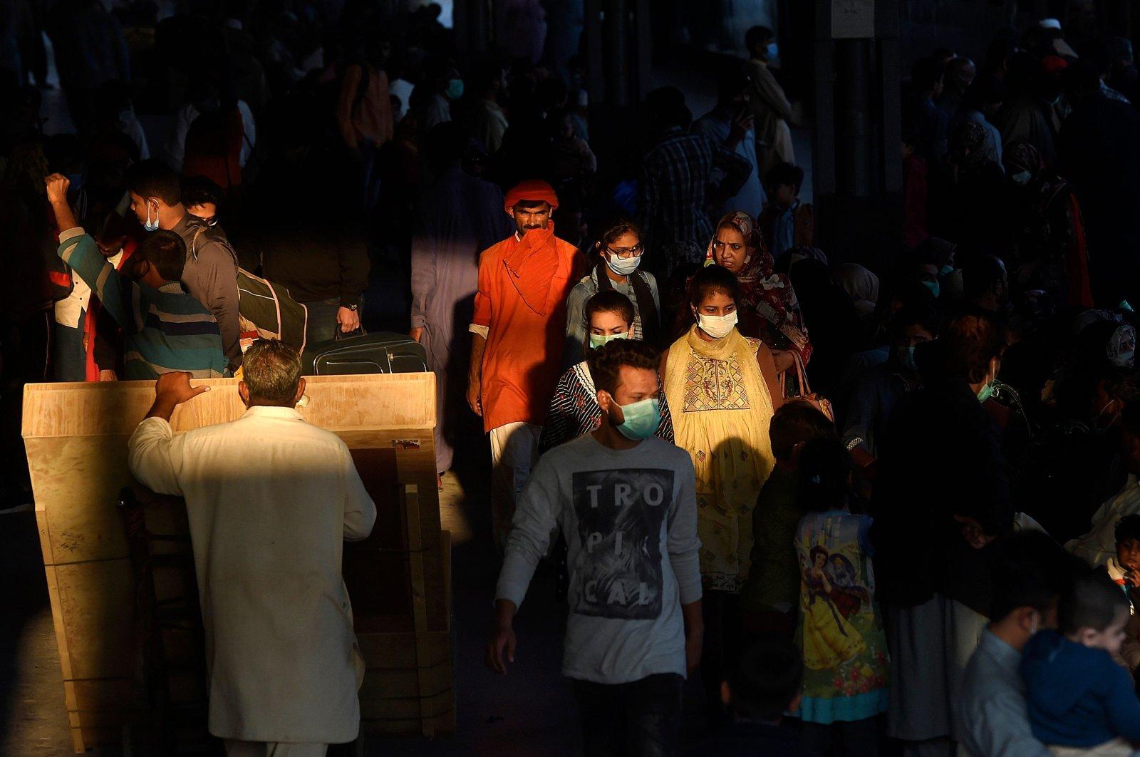 Passengers wearing masks as a preventive measure against the coronavirus spread arrive at the cantonment railway station, Karachi, Pakistan, Dec. 1, 2020. (AFP Photo)