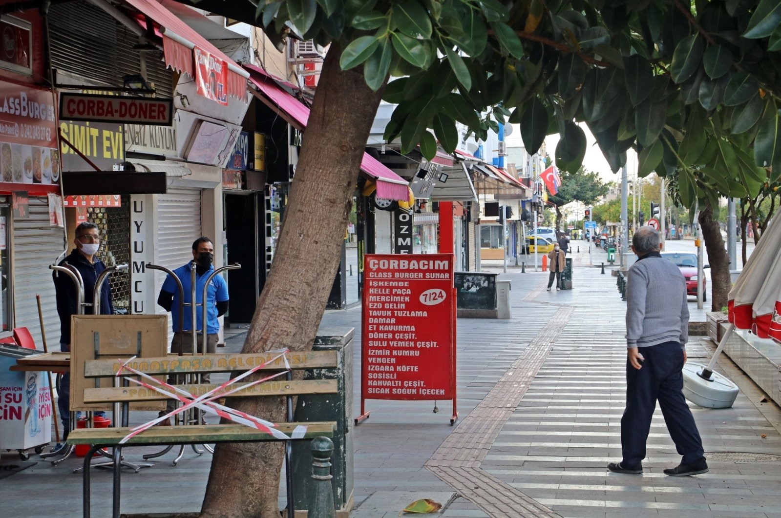 Citizens are seen on the streets of Antalya following the magnitude 5.2 earthquake. (IHA Photo)