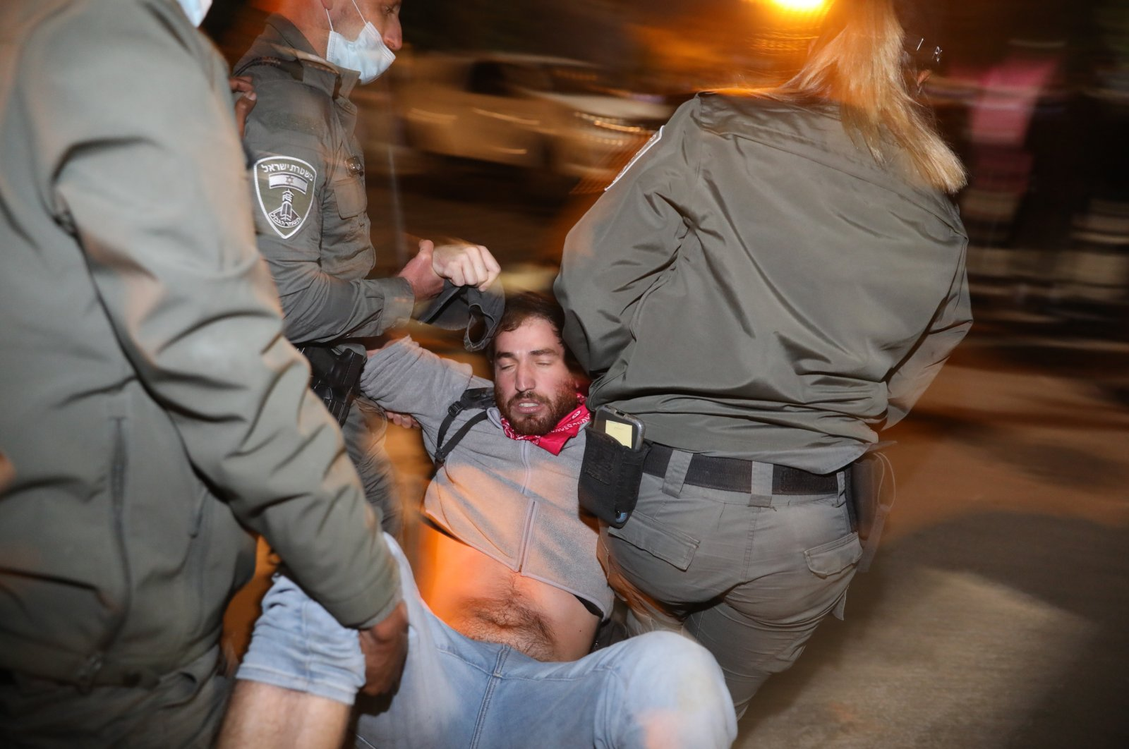 Police arrest an Anti-Netanyahu protester during a rally against the Israeli Prime Minister outside his residence, in Jerusalem, Israel, 05 December 2020. (EPA Photo)