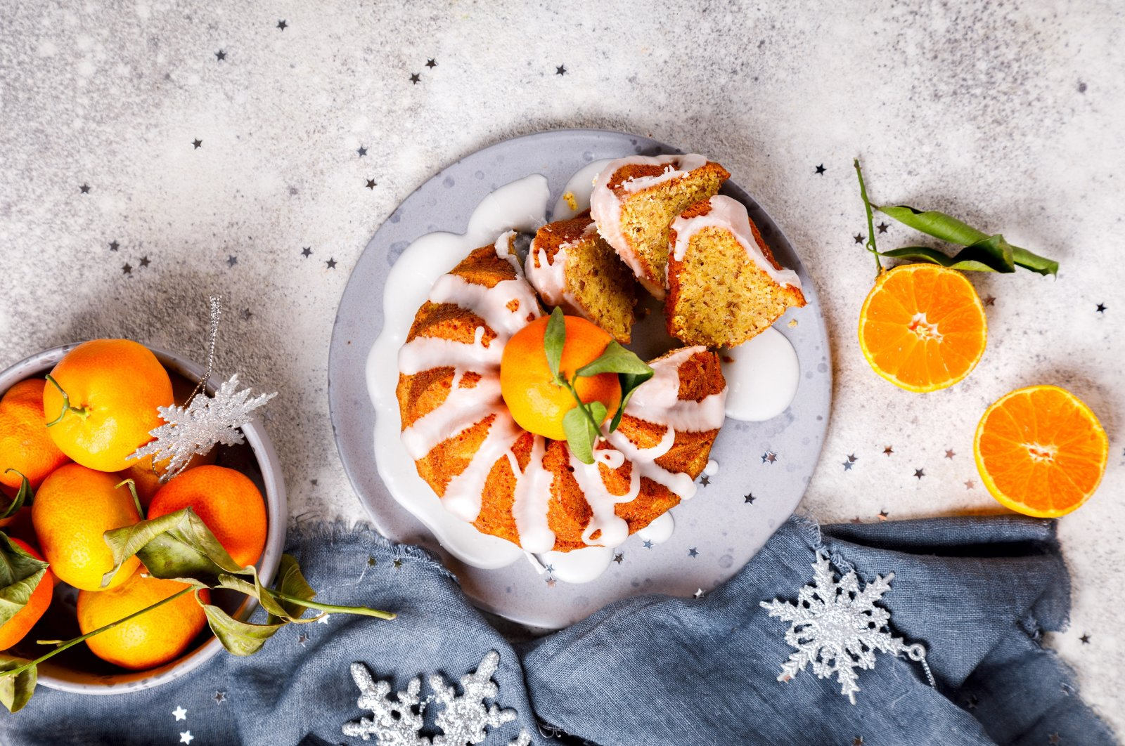 The best way to use mandarins is to bake them into cakes or squeeze their juices for mandarin-infused dishes.(Shutterstock Photo)