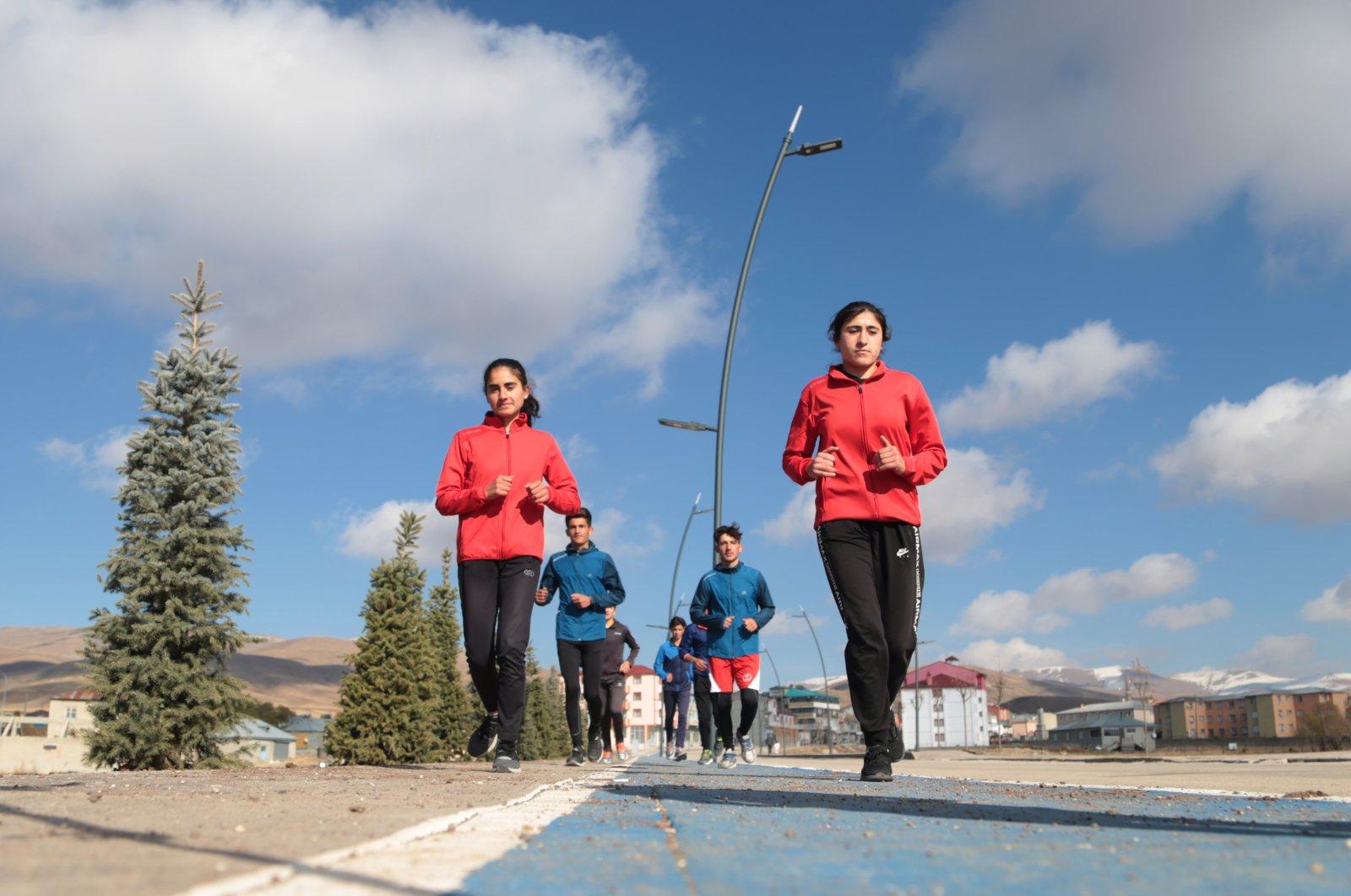 Young athletes train outdoors in Karayazı, Erzurum, eastern Turkey, Dec. 5, 2020. (AA PHOTO)