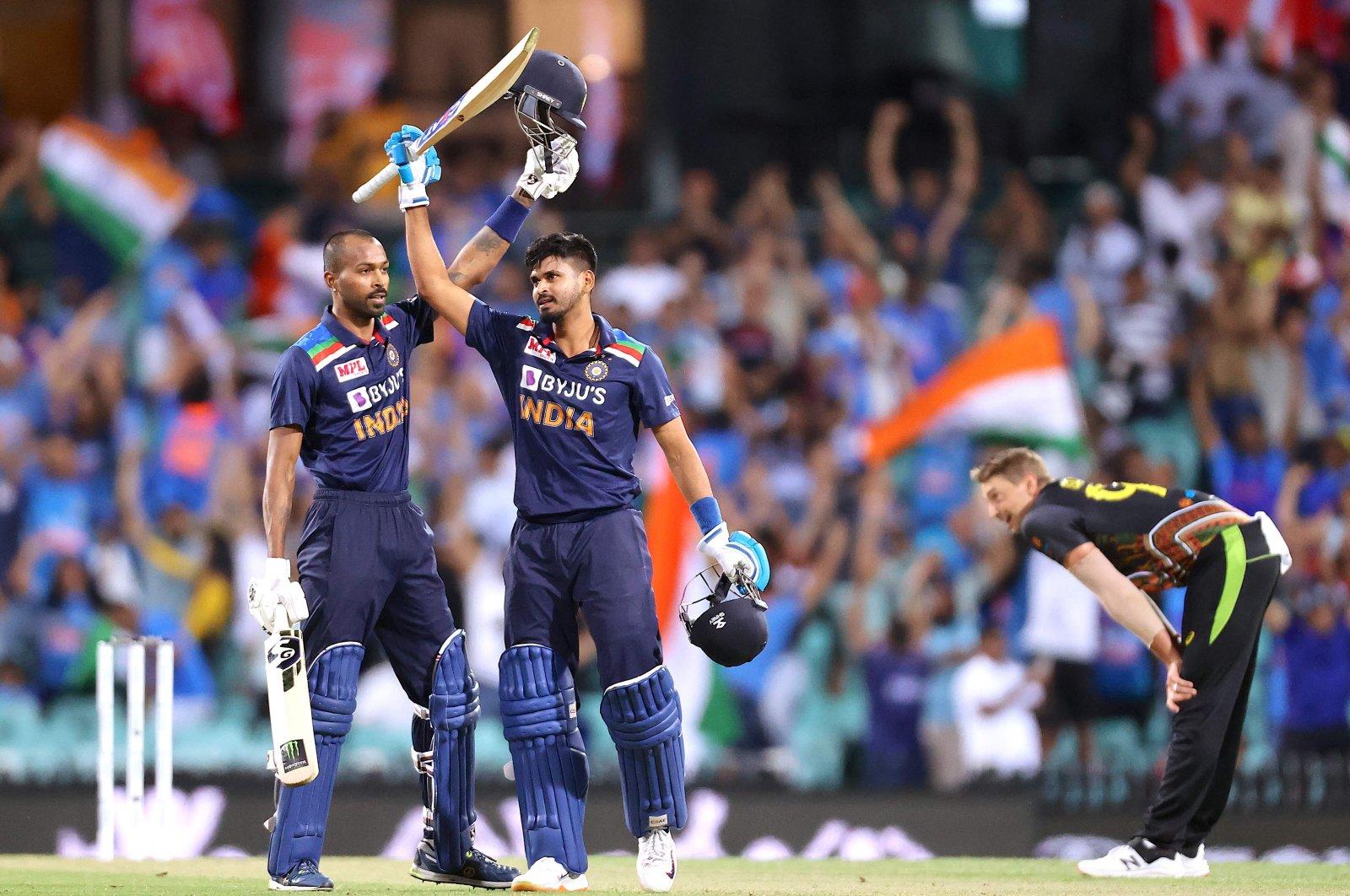 India's Hardik Pandya (L) and teammate Shreyas Iyer celebrate the victory, in Sydney, Australia, Dec. 6, 2020. (AFP PHOTO)