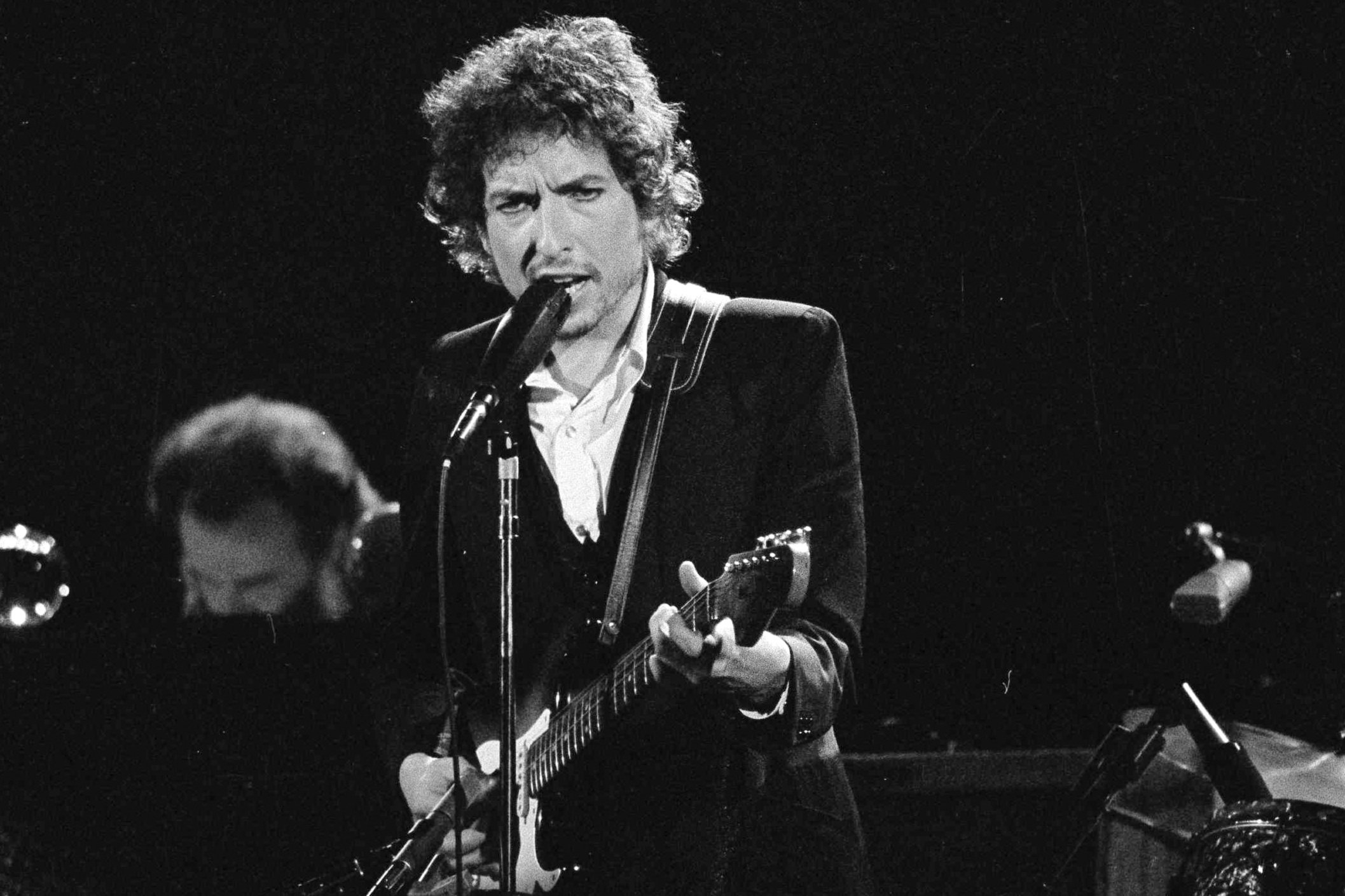 Musician Bob Dylan performs with The Band at the Forum in Los Angeles, California, U.S., Feb. 15, 1974. (AP Photo)