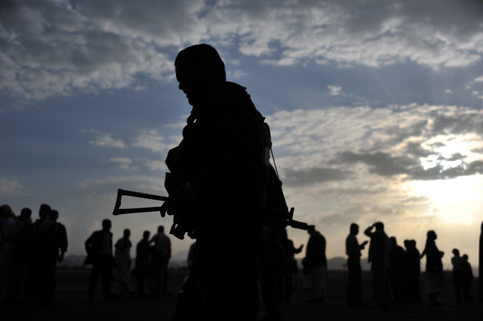 Yemeni soldiers stand guard at the Sanaa Airport in Sanaa, Yemen, Aug. 23, 2011. (EPA Photo)