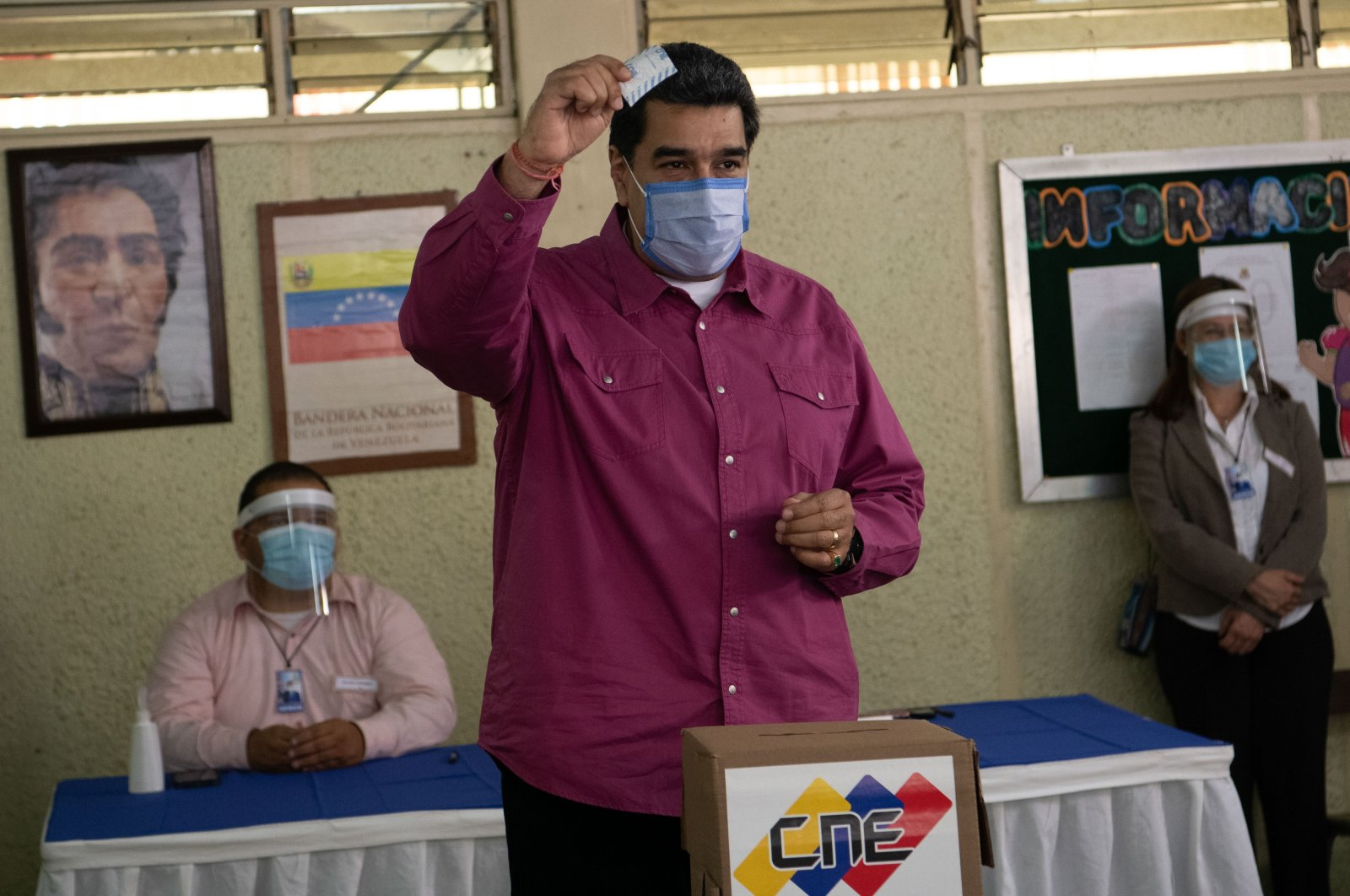 Venezuelan President Nicolas Maduro casts his vote, Caracas, Dec. 6, 2020. (AA Photo)
