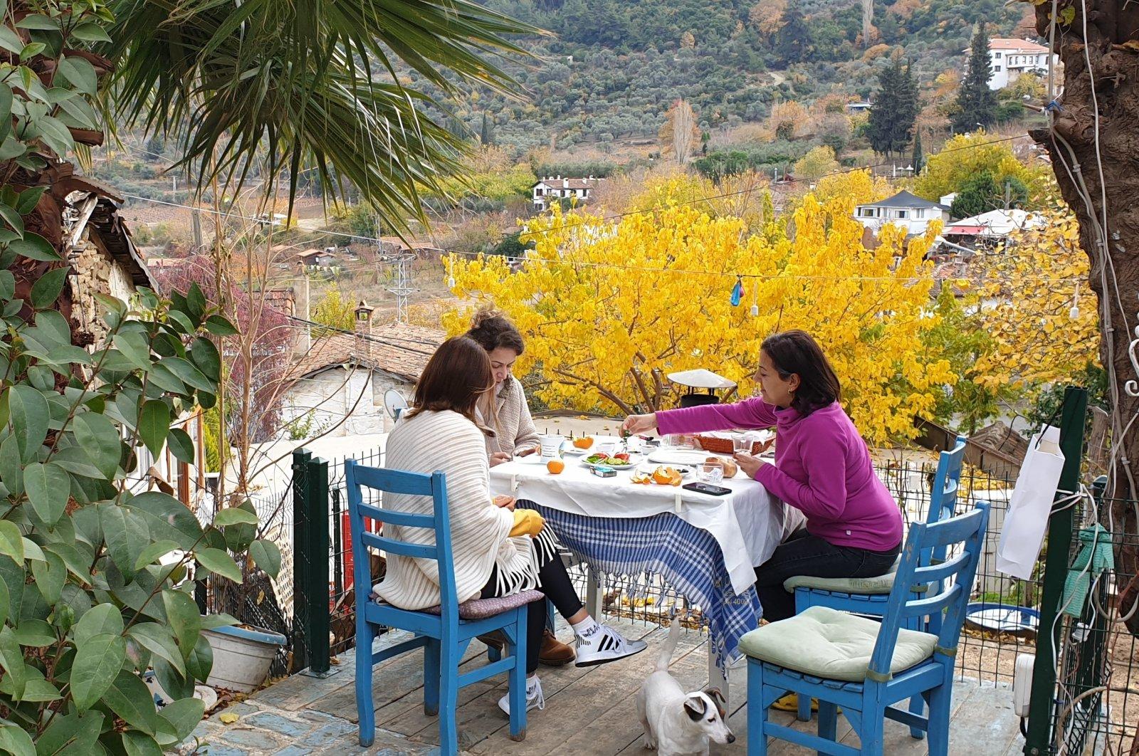 People have breakfast at a lodge in Şirince village, in Izmir, western Turkey, Dec. 6, 2020. (AA PHOTO)