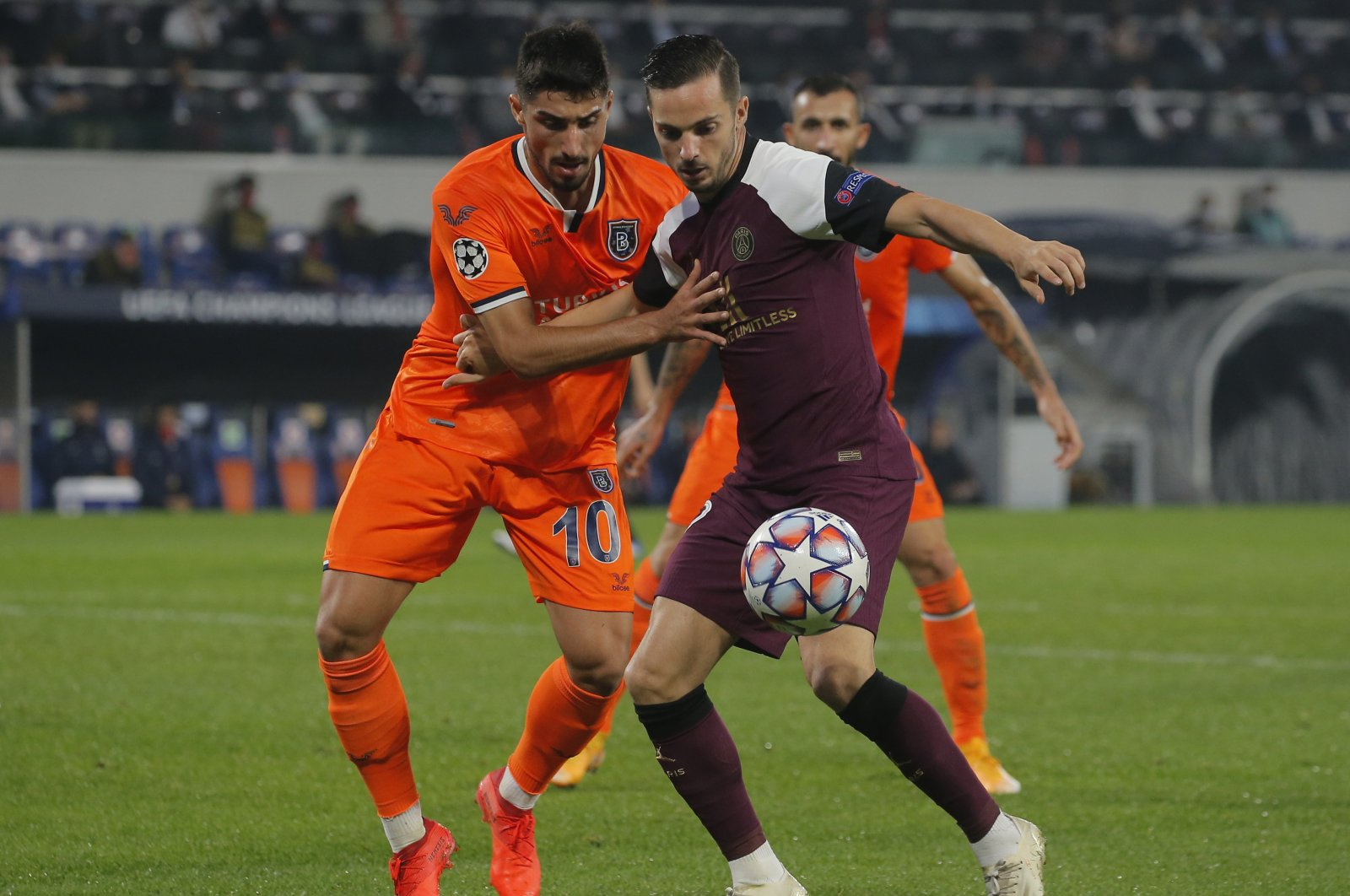 PSG's Pablo Sarabia (R) competes for the ball with Başakşehir's Berkay Özcan during a Champions League match at the Fatih Terim Stadium in Istanbul, Turkey, Oct. 28, 2020. (AP Photo)