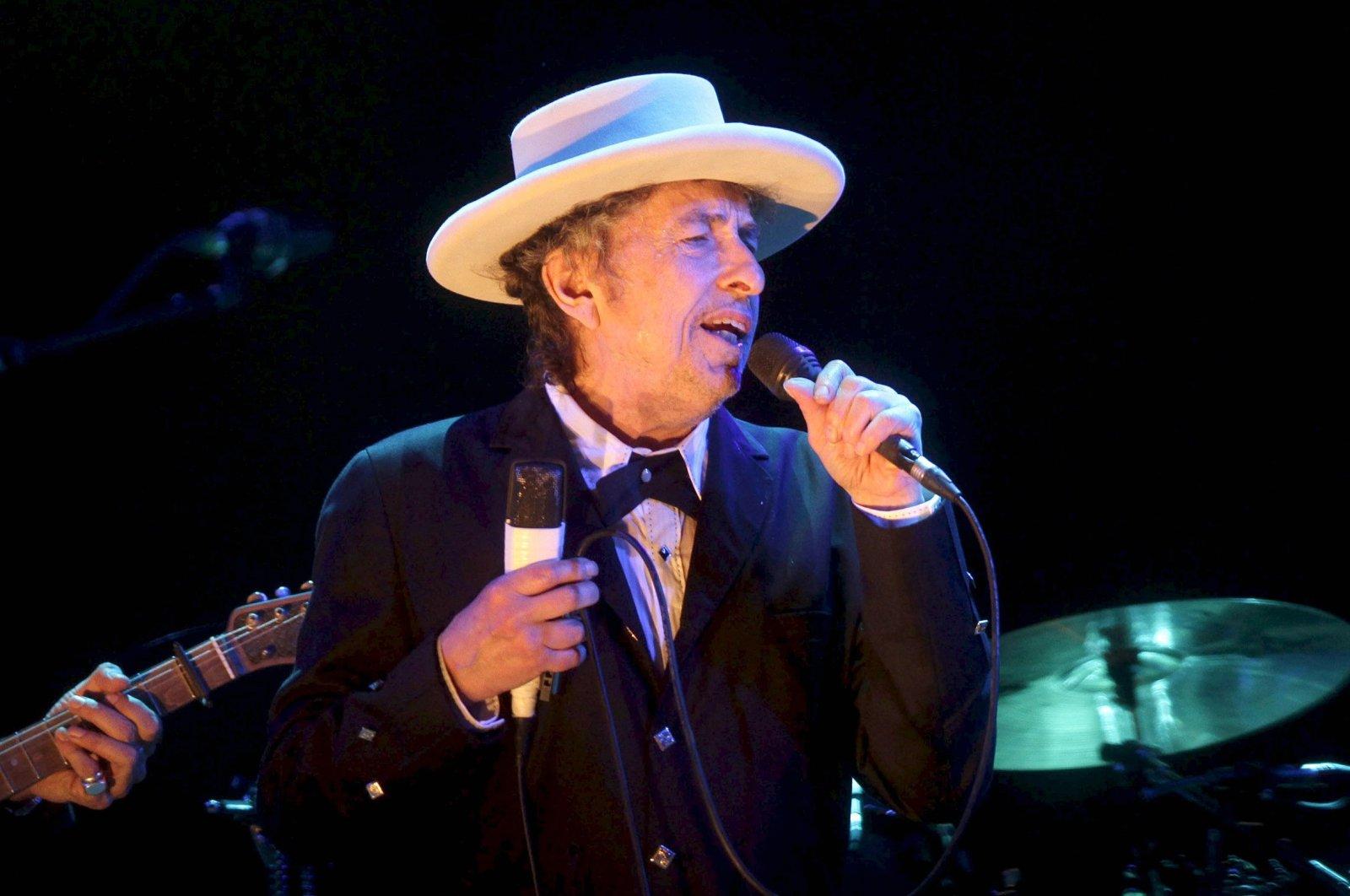 U.S. musician Bob Dylan performs at the Benicassim International Music Festival (FIB) in Benicassim, Spain, July 13, 2012. (EPA Photo)