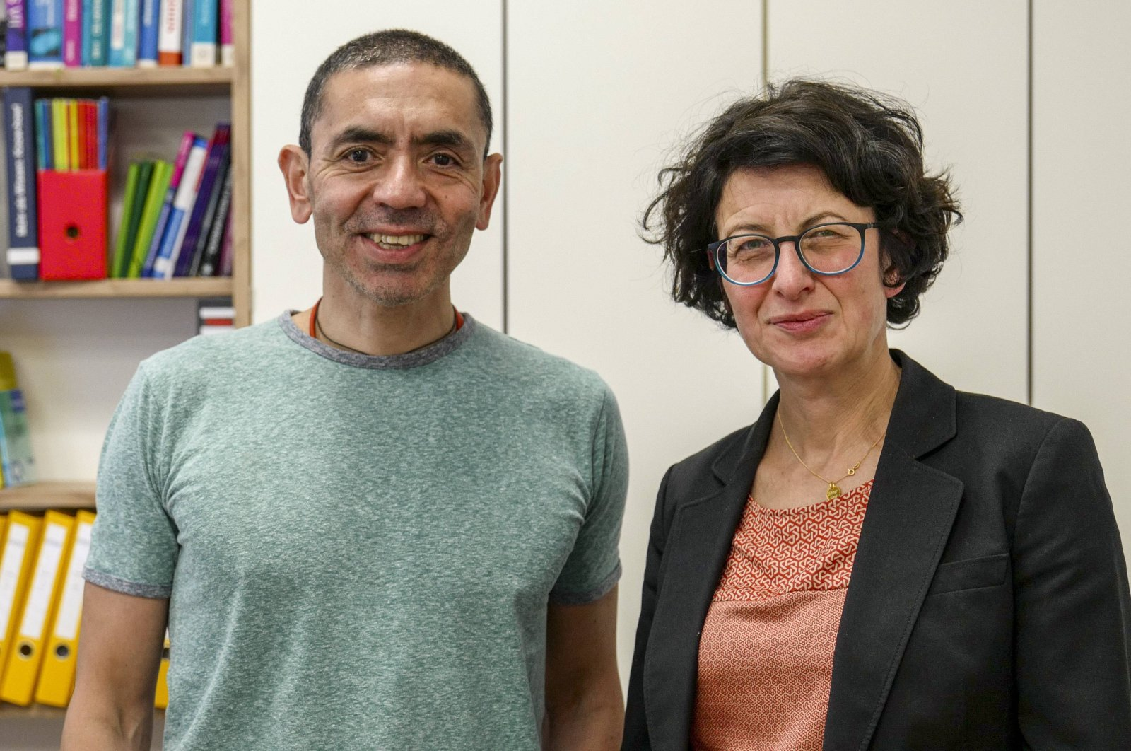 Uğur Şahin (L) is a scientist with more than 60 independent patents in a variety of fields, including life science and biotechnology. Dr. Özlem Türeci is a physician with over 20 years of cancer research experience. (Reuters Photo)