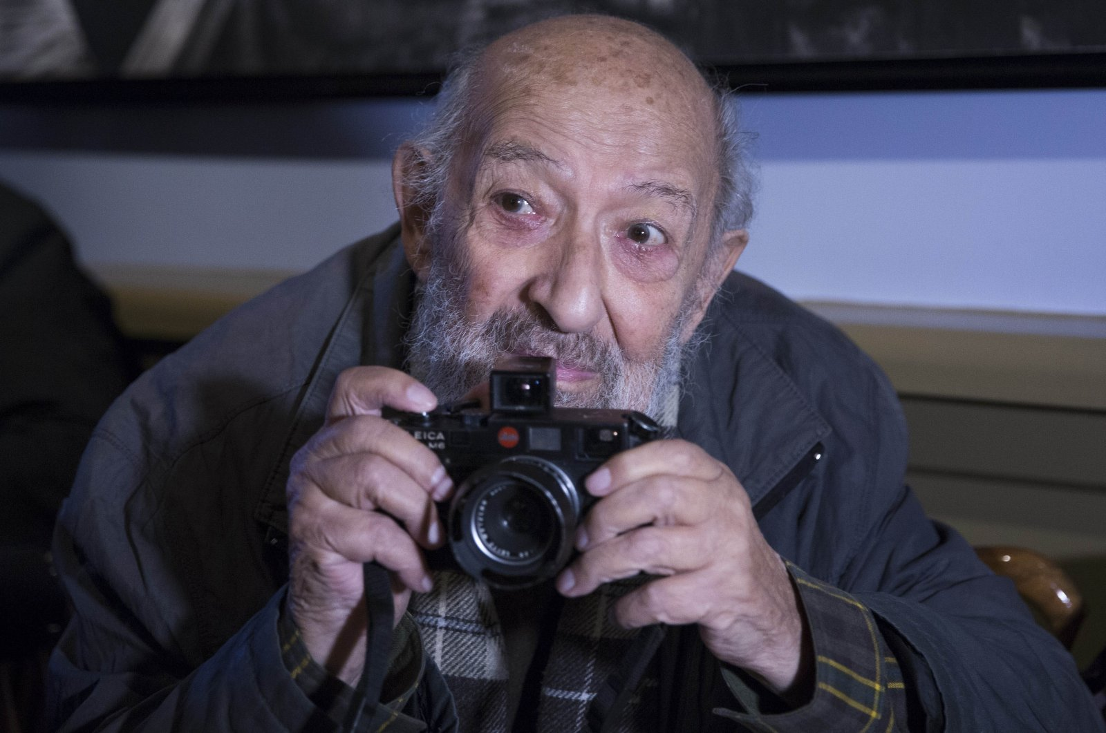 Ara Güler is seen with his camera in this photo in Istanbul, Turkey, Oct. 30, 2015. (AA PHOTO)