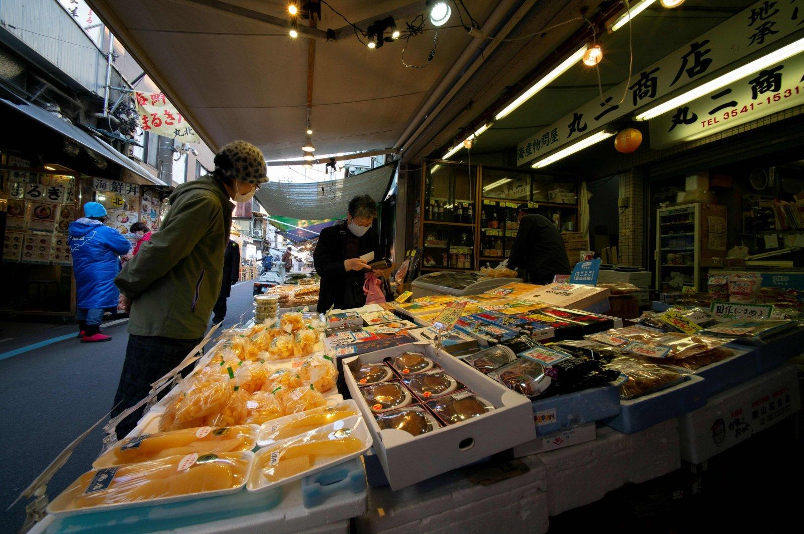 Customers visit Tsukiji district's outer market, or jogai, in Tokyo, Japan, Dec. 8, 2020. (AFP Photo)
