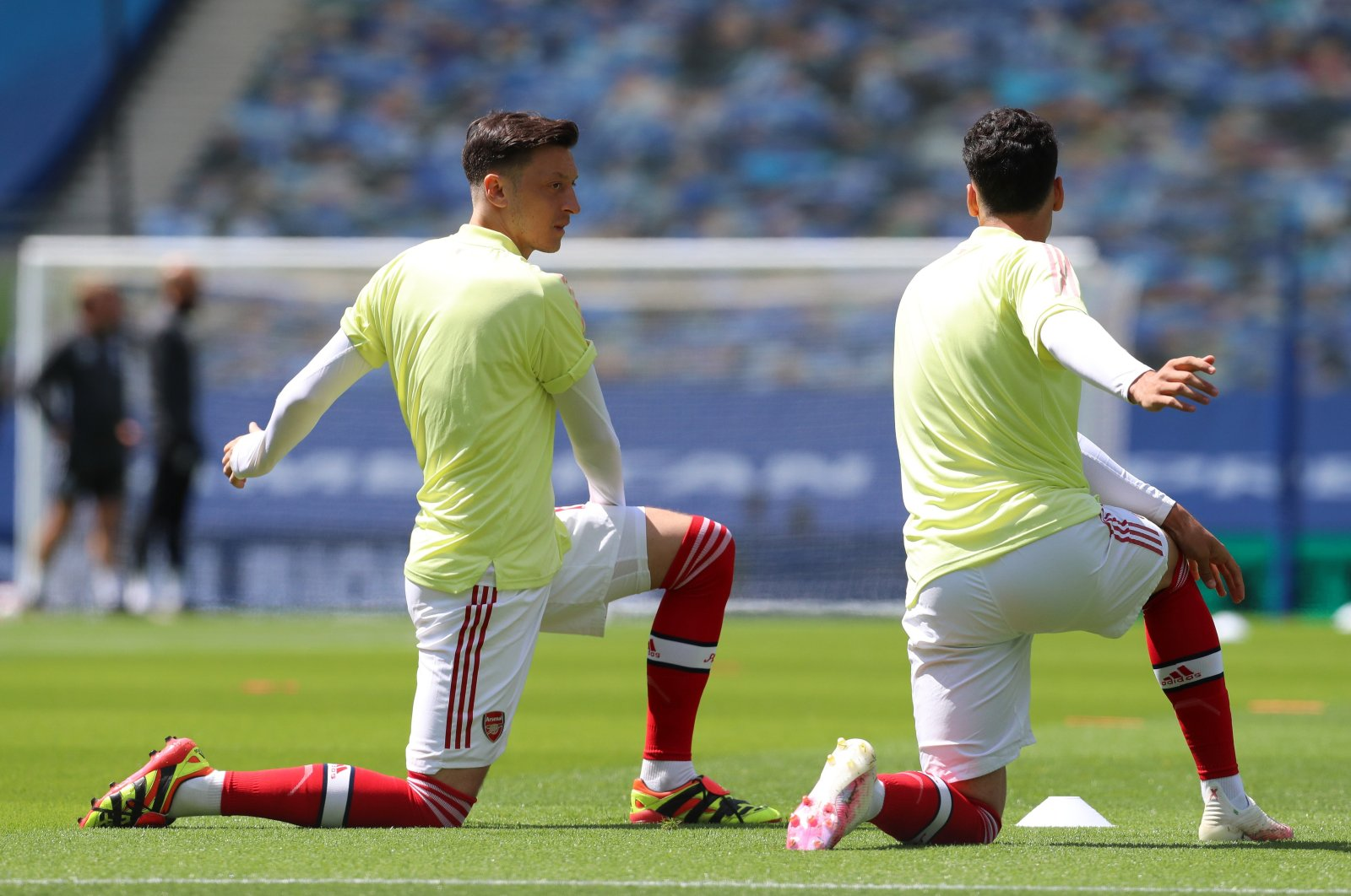 Mesut Özil (L) warms up before a match, in Brighton, Britain, June 20, 2020. (REUTERS PHOTO)