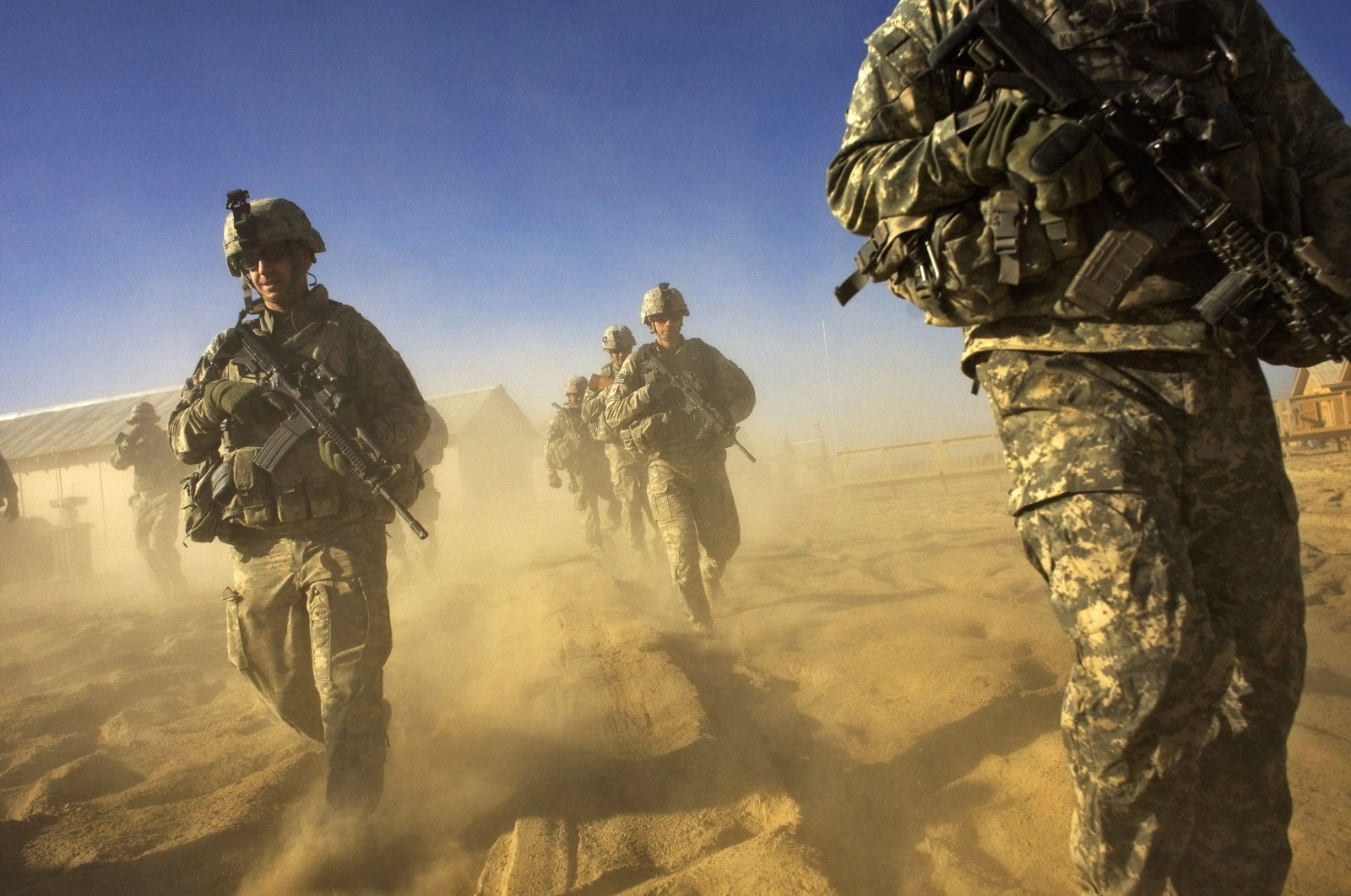 U.S. Army soldiers from the 1-506 Infantry Division set out on a patrol in Paktika province, situated along the Afghan-Pakistan border, Nov. 28, 2008. (AFP Photo)