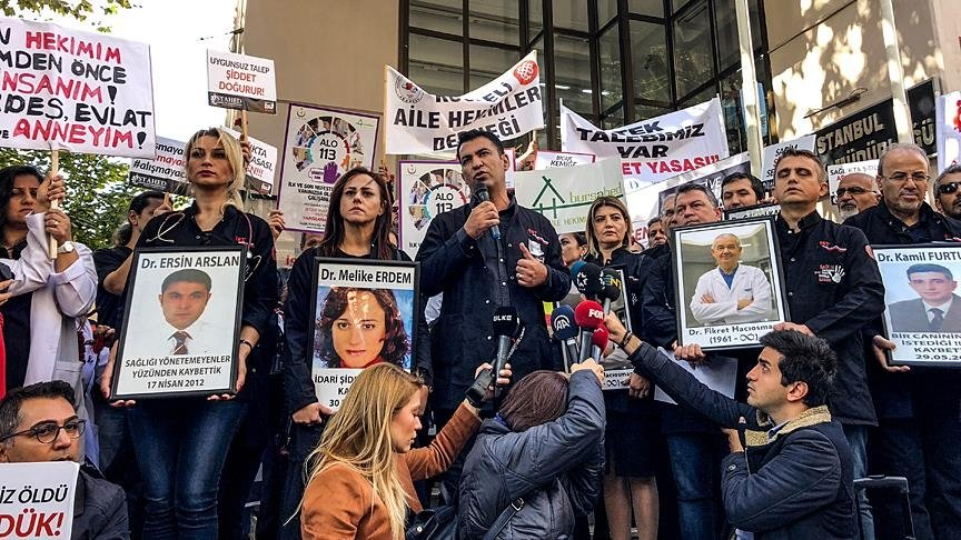 Health care workers stage a protest after the killing of a doctor by his patient, in Istanbul, Turkey, Oct. 5, 2018. (AA Photo)