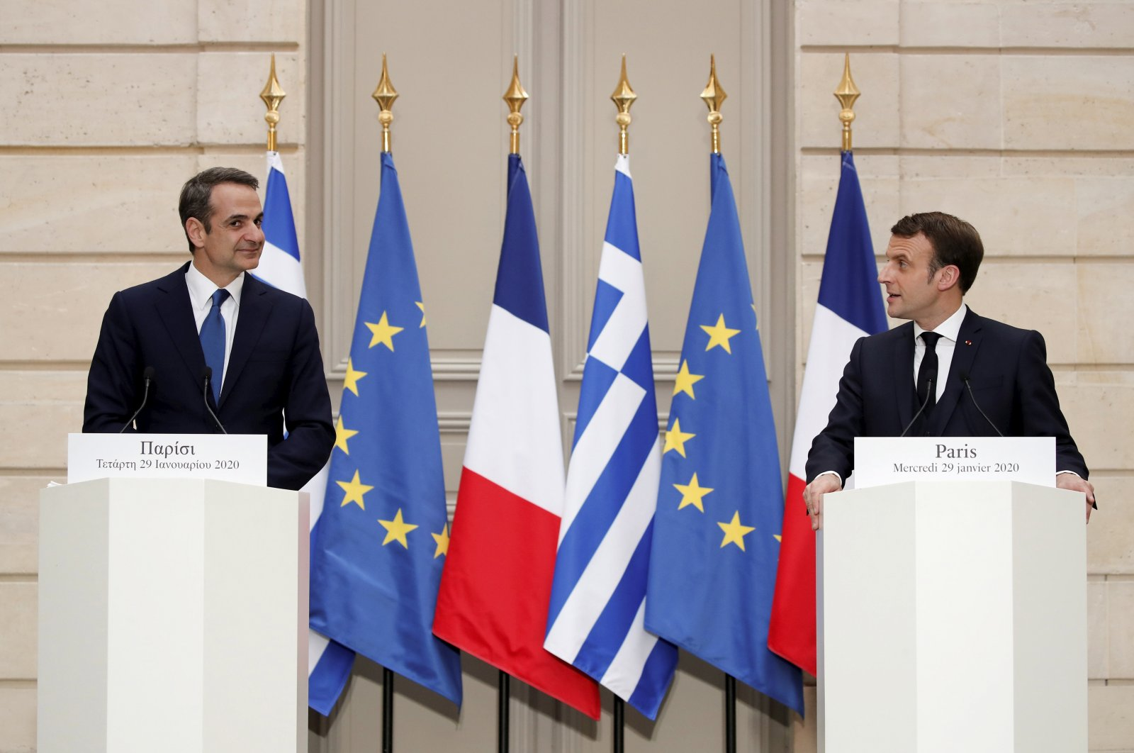 French President Emmanuel Macron (R) and Greek Prime Minister Kyriakos Mitsotakis attend a joint news conference at the Elysee Palace in Paris, France, Jan. 29, 2020. (AP Photo)