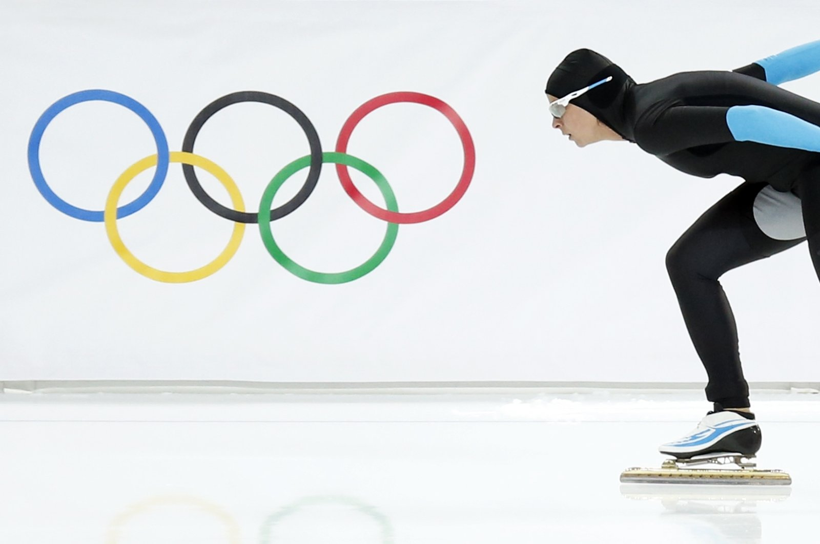 Brittany Bowe of the United States competes in the women's 1,500-meter speedskating race at Adler Arena Skating Center during the Winter Olympics in Sochi, Russia, Feb. 16, 2014. (AP Photo)