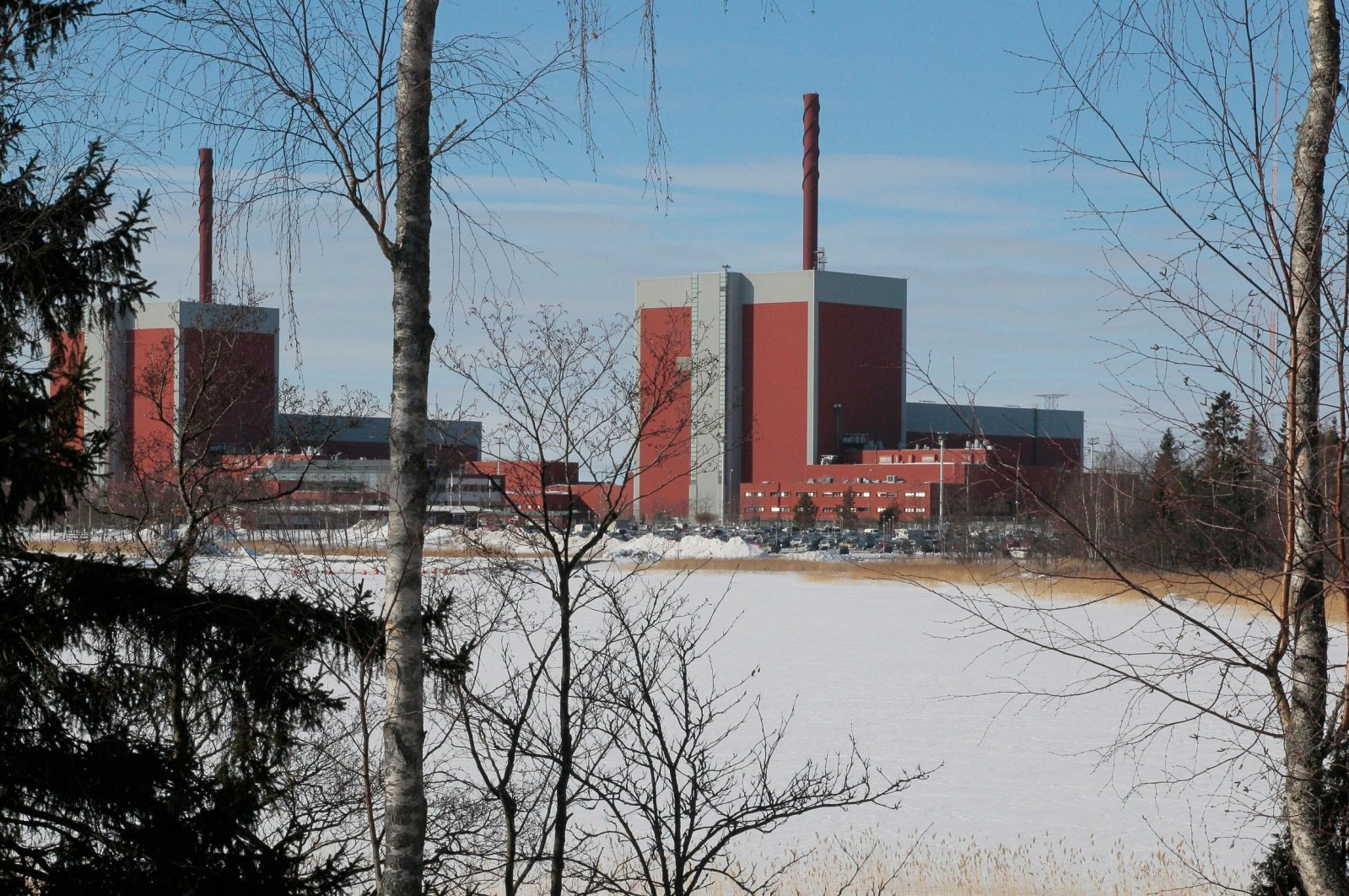 Nuclear power plants Olkiluoto 1 (L) and Olkiluoto 2 in Olkiluoto are shown in this file photo, southwestern Finland, March 15, 2010. (AFP Photo)