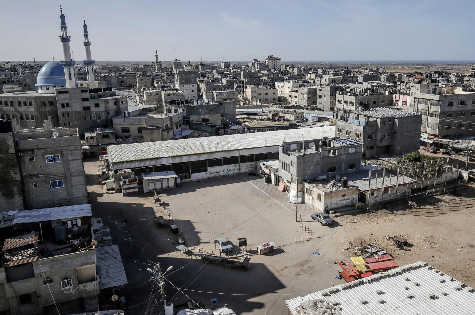A view of a deserted main square in Rafah following a comprehensive lockdown on weekends in the southern Gaza Strip, as cases of infections with the coronavirus surged in the Palestinian coastal enclave, Dec. 11, 2020. (AFP Photo)