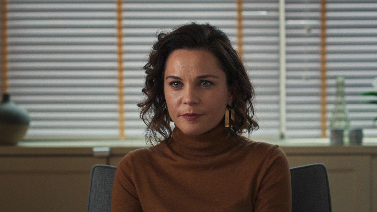 Tülin Özen as Gülbin in a scene from