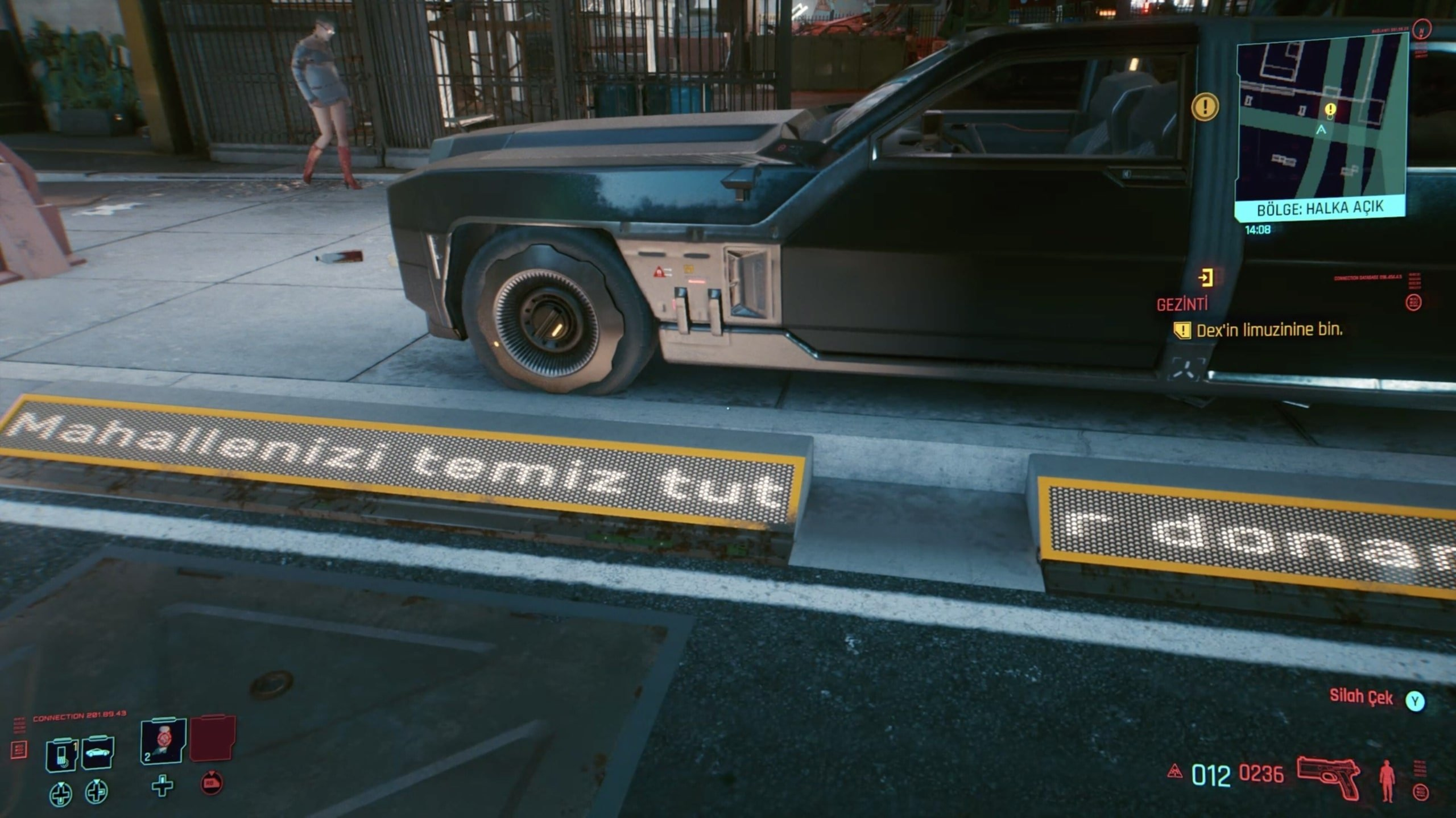 Even the electronic signs in the game have Turkish writing thanks to localization. (Screengrab from Cyberpunk 2077)
