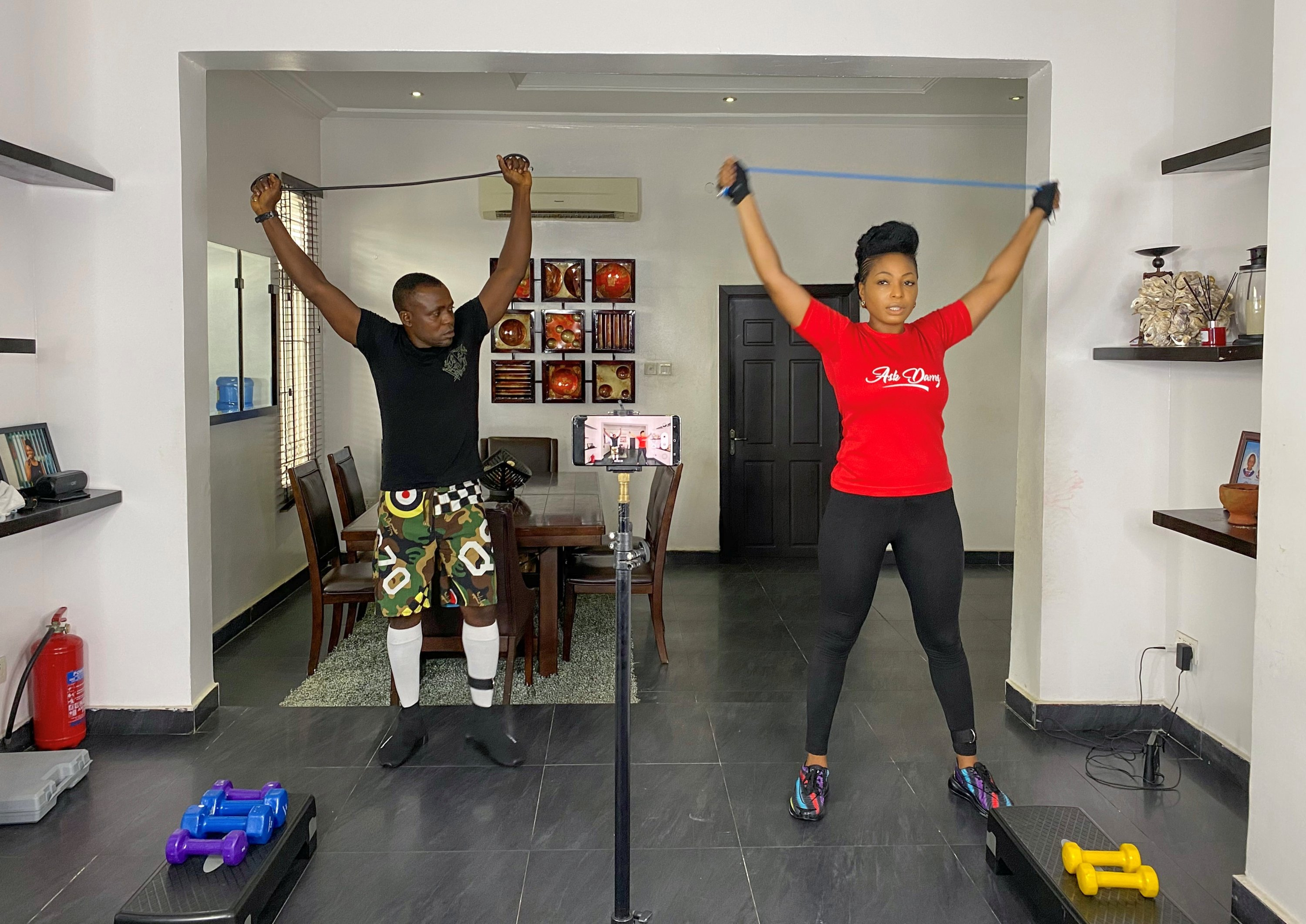 A fitness coach trains at home while she is recording her exercise sessions in Lagos, Nigeria November 10, 2020. (REUTERS Photo)