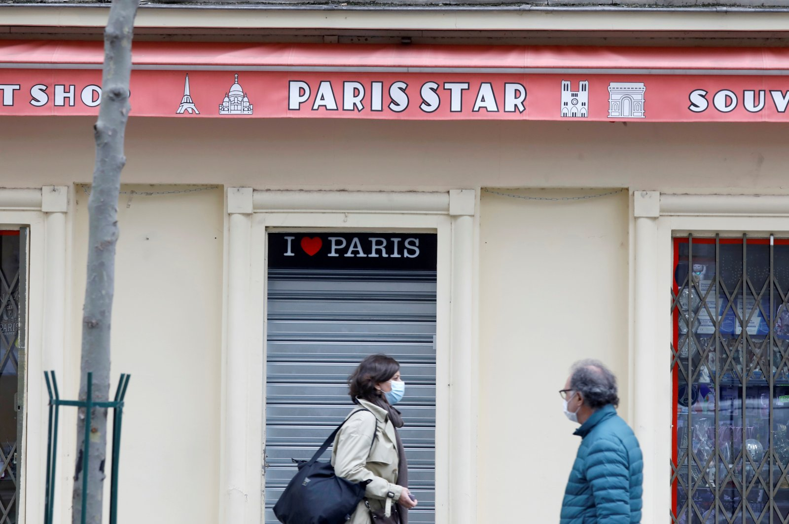 A closed souvenir shop before the national lockdown introduced as part of new measures to fight a second wave of COVID-19, Paris, France, Oct. 29, 2020. (Reuters Photo)