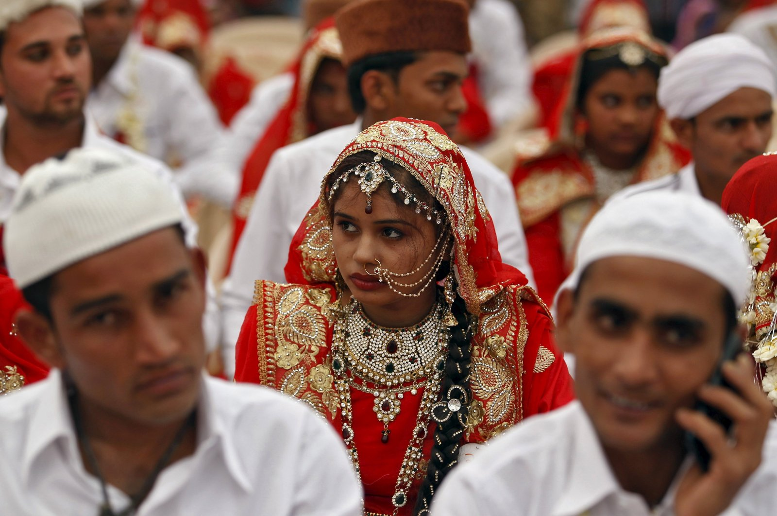 Brides and grooms take part in a mass marriage ceremony in Ahmedabad, India, Jan. 22, 2016. (Reuters Photo)