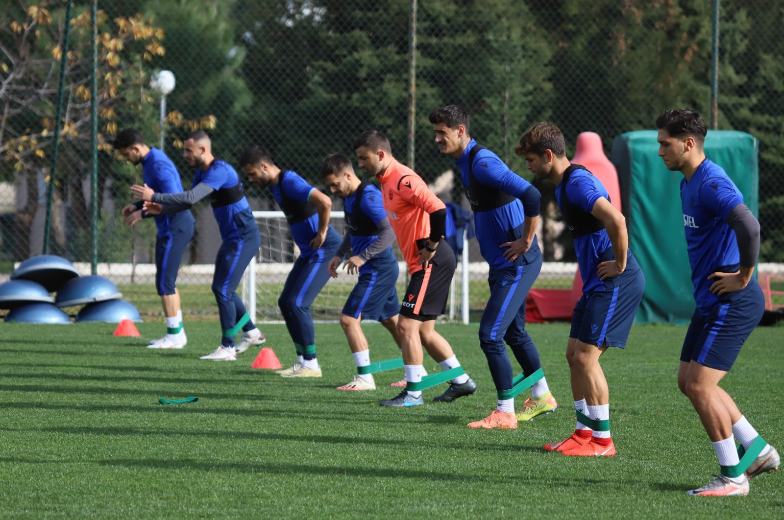 Trabzonspor players train for the Ziraat Turkey Cup, in Trabzon, northern Turkey, Dec. 13, 2020. (AA PHOTO)