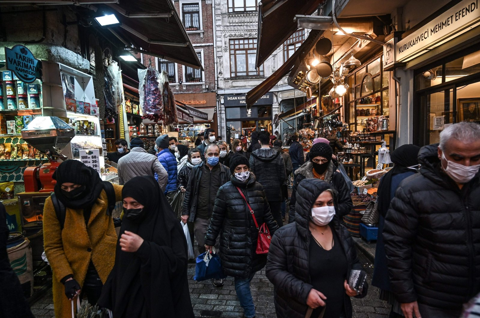 People wear masks while shopping to prevent the spread of COVID-19 in the Eminönü quarter, Fatih district, Istanbul, Turkey, Dec. 14, 2020. (AFP Photo)