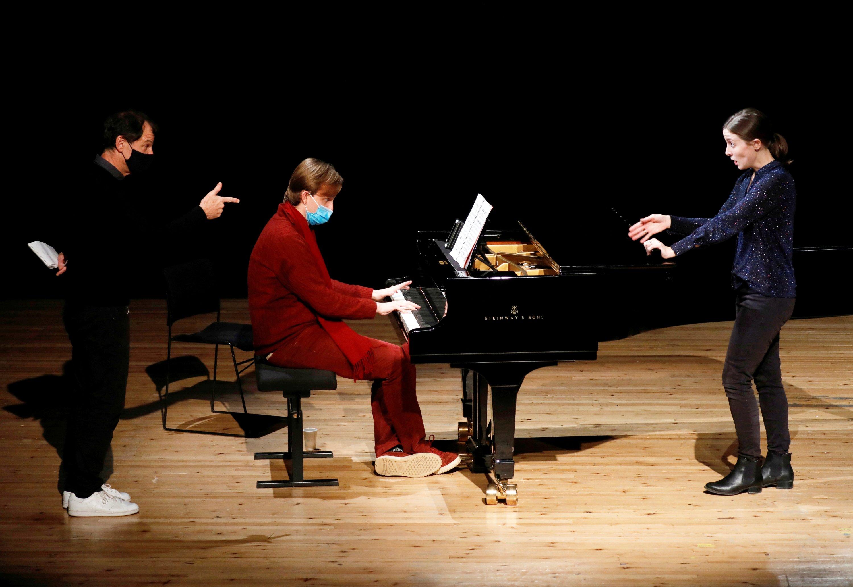 Director Simon Valastro, pianist Christopher Vazan and singer Pauline Texier, members of the Opera de Paris Academy, rehearse at the Bastille Opera in Paris, France, Dec.11, 2020. (Reuters Photo)