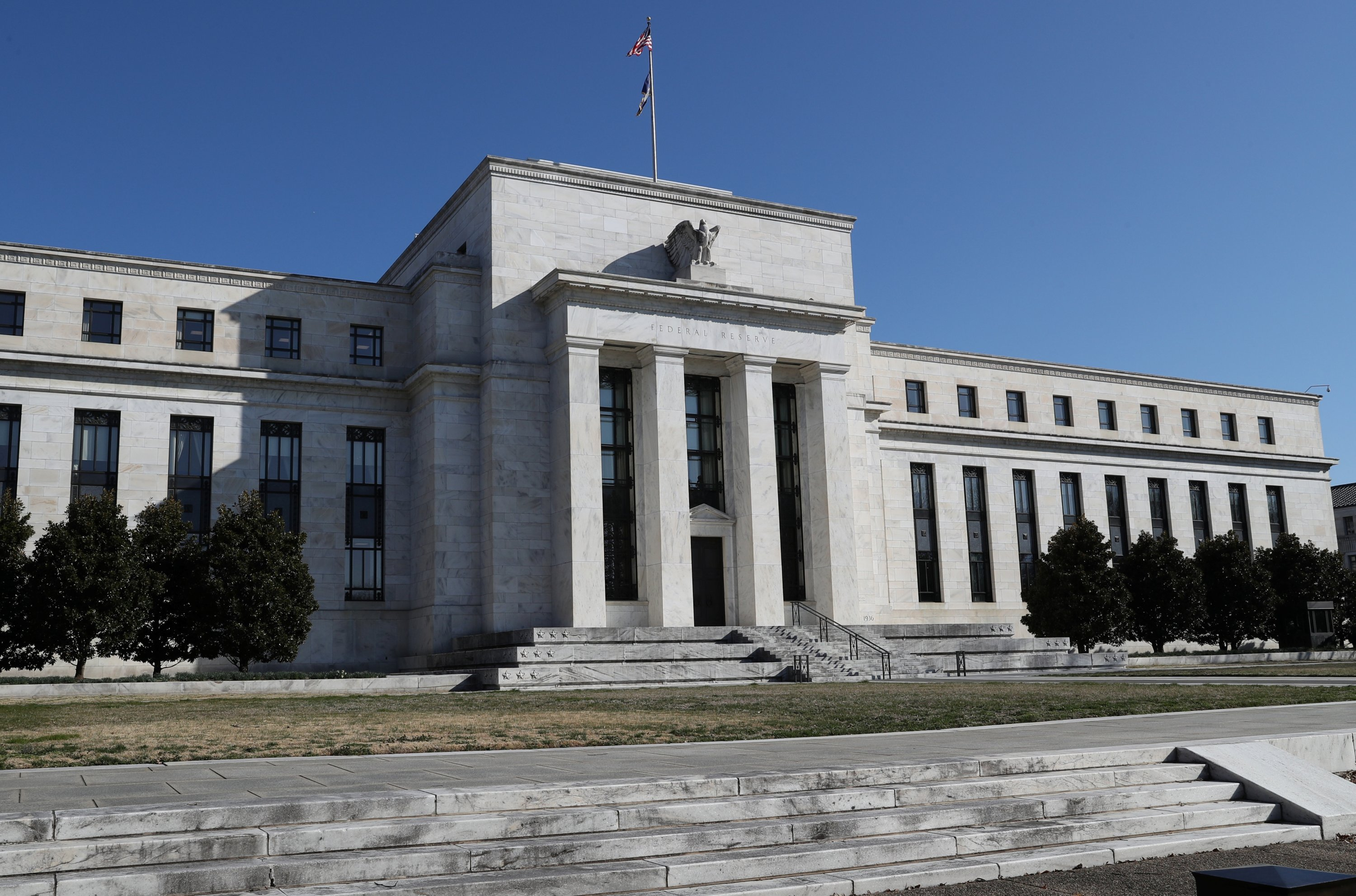 Fed keeps rate near zero, pledges to keep buying bonds until recovery sees 'substantial progress' thumbnail