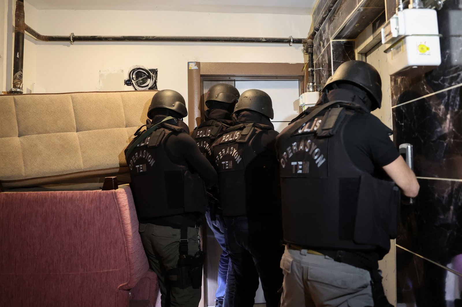 Counterterrorism squads enter the home of a suspected Daesh terrorist in Istanbul, Turkey, on Dec. 16, 2020 (AA Photo)