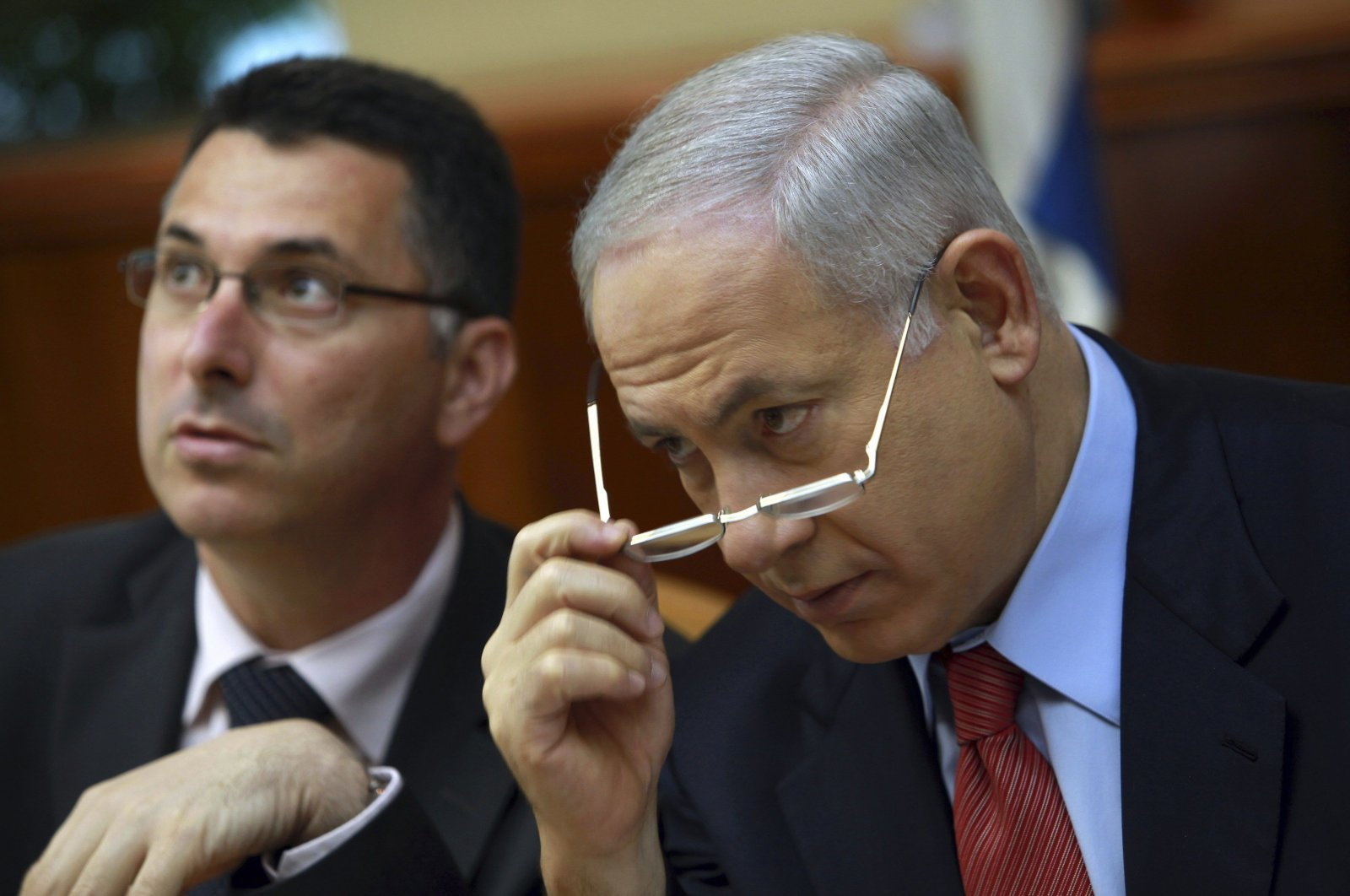 Israel's Prime Minister Benjamin Netanyahu (R) and then-Education Minister Gideon Saar attend a weekly Cabinet meeting in Jerusalem, Oct. 18, 2009. (Reuters Photo)