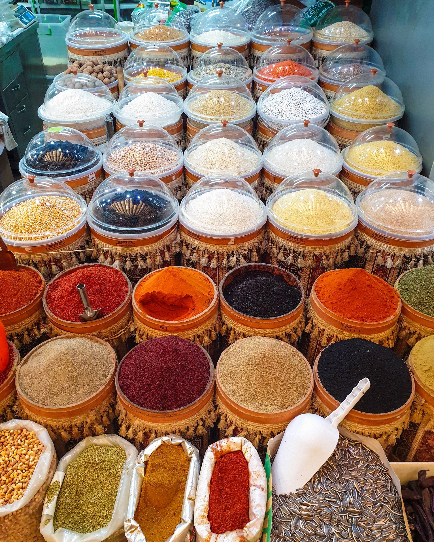 A stall of spices at Kadınlar Pazarı. (Photo by Argun Konuk)