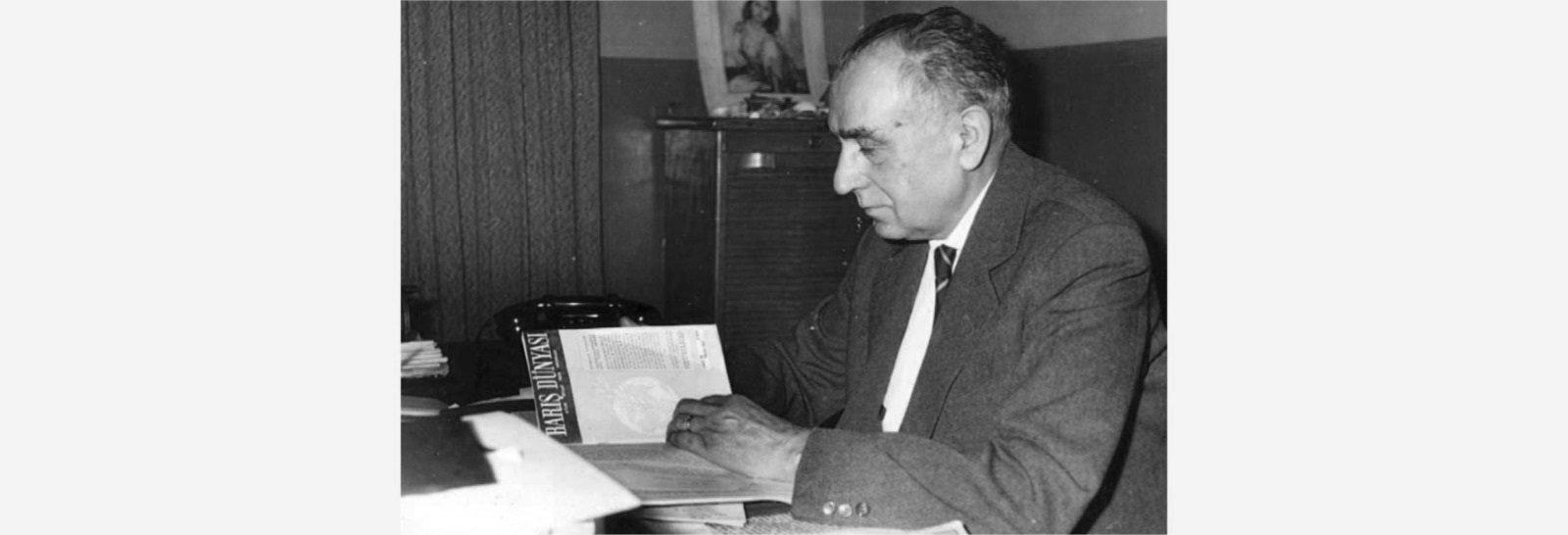 "Ahmet Hamdi Başar examines his ""Barış Dünyası"" journal."