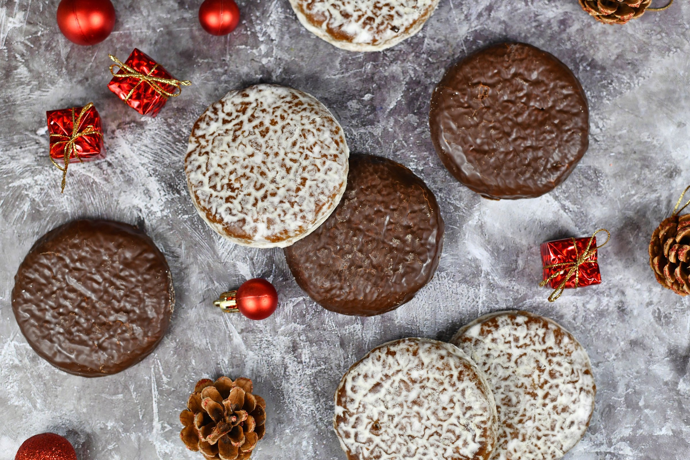 You can decorate your Lebkuchen, German round gingerbread cookies, with a white or milk chocolate glaze. (Shutterstock Photo)