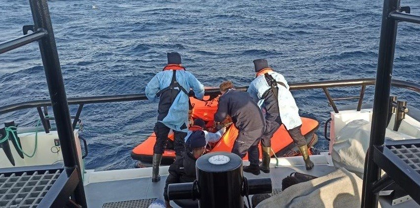 Turkish forces rescue the irregular migrants after they were kicked back by Greece on Dec. 19, 2020. (Photo courtesy of Turkish Coast Guard Command)