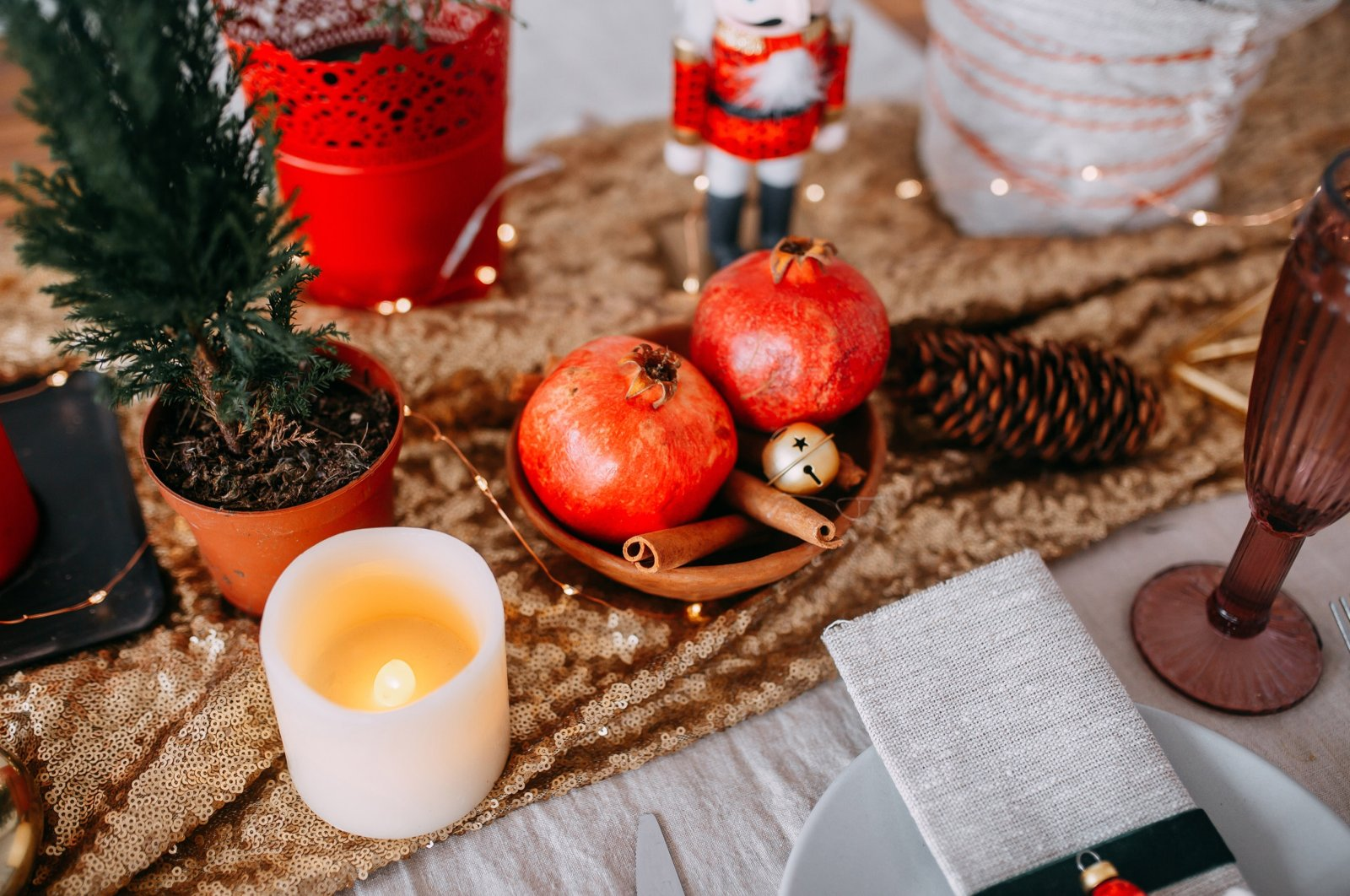 Putting up trees, decorating, cooking meals and wearing lucky items are some of the customs Turks have for the new year. (Shutterstock Photo)