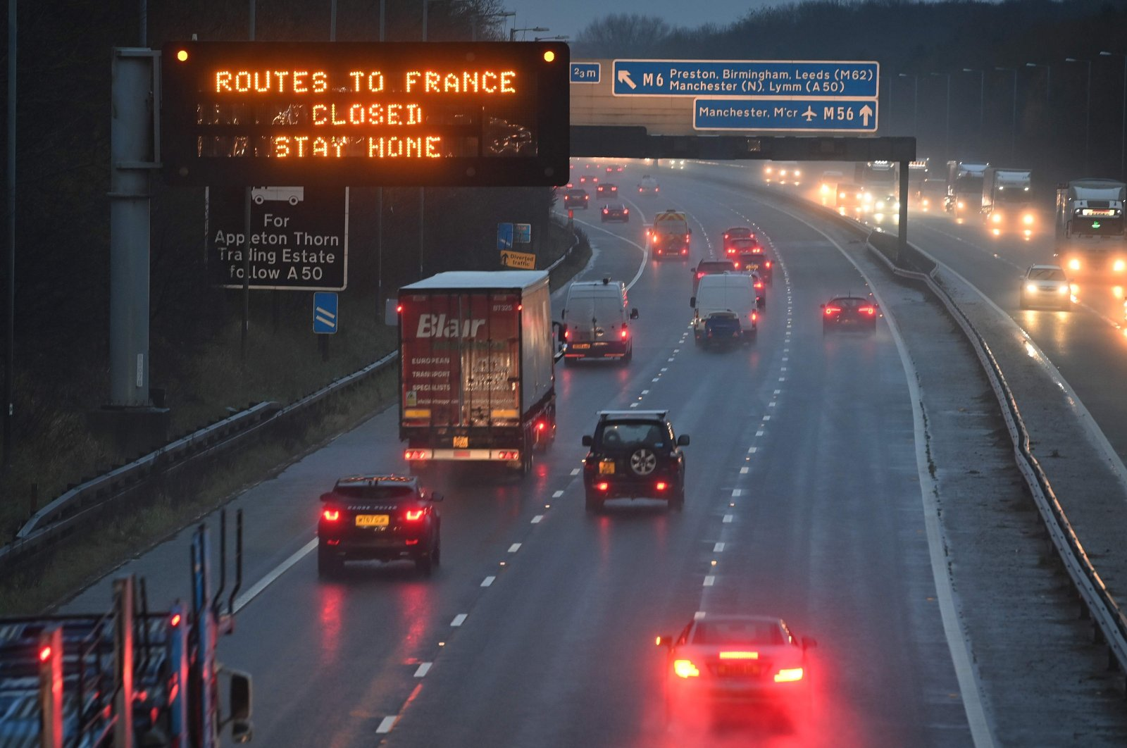 A sign on the M56 motorway informs drivers that all routes into France are closed at the junction with the M6 at Lower Stretton near Warrington, northwest England, on December 21, 2020. (AFP Photo)
