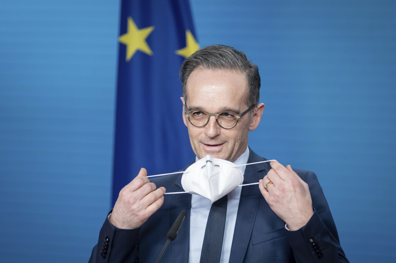 Heiko Maas, German foreign minister, puts on his mask at the end of the press conference on the informal virtual meeting of the foreign ministers of the member states of the Vienna nuclear agreement in Berlin, Germany, Dec. 21, 2020. (AP Photo)