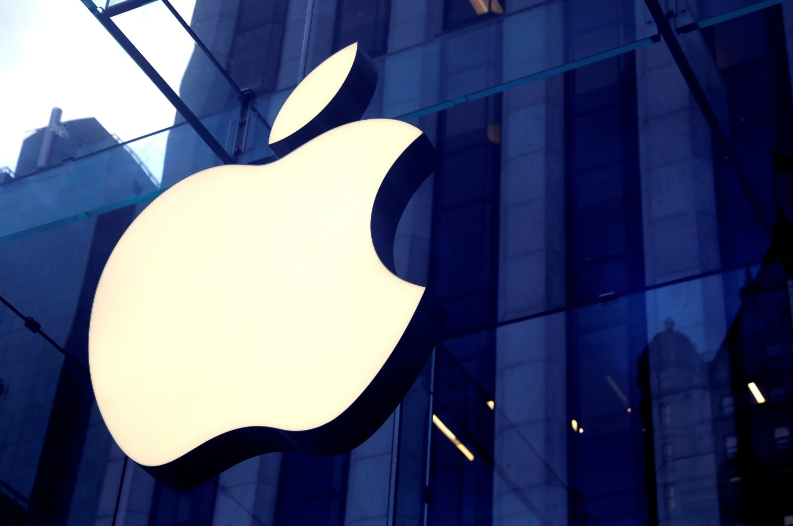 The Apple Inc. logo is seen hanging at the entrance to the Apple store on Fifth Avenue in Manhattan, New York, U.S., Oct. 16, 2019. (Reuters Photo)